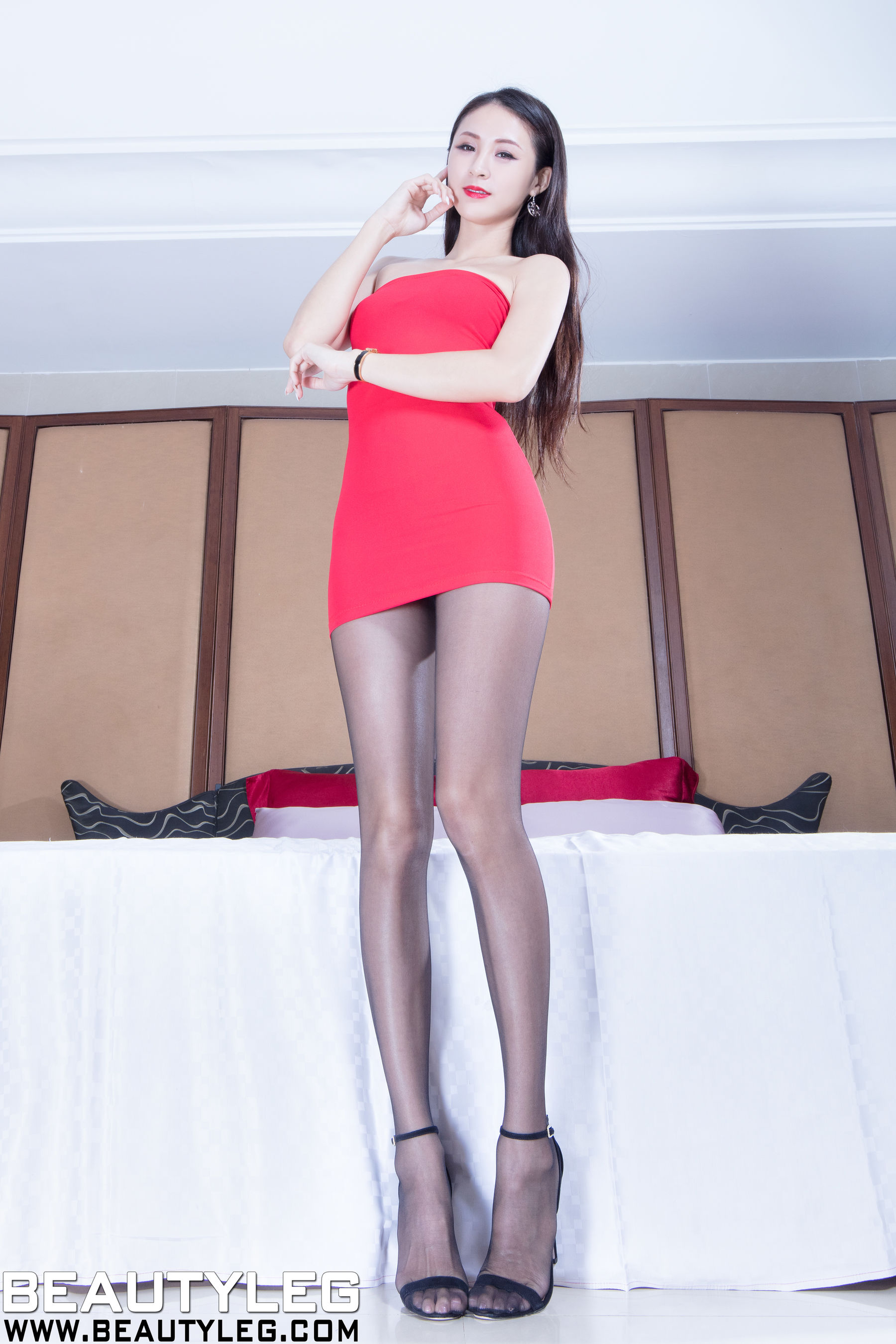 VOL.1300 [Beautyleg]超短裙美腿高跟:Lola雪岑(腿模Lola)超高清个人性感漂亮大图(55P)