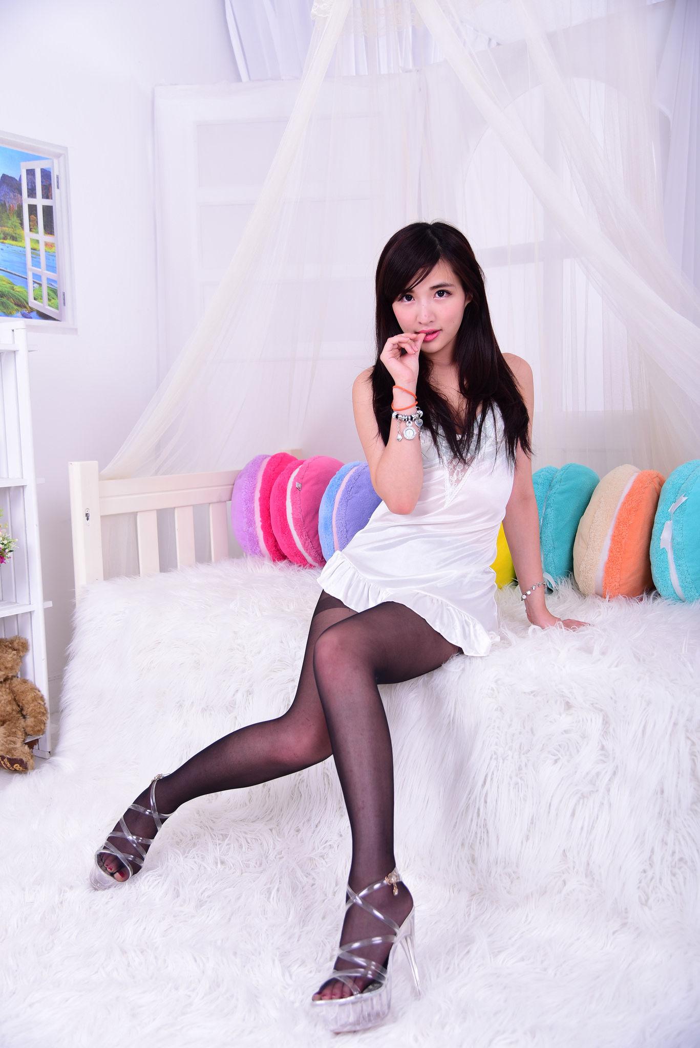VOL.1394 [台湾正妹]丝袜美女妹子:薇薇超高清个人性感漂亮大图(38P)