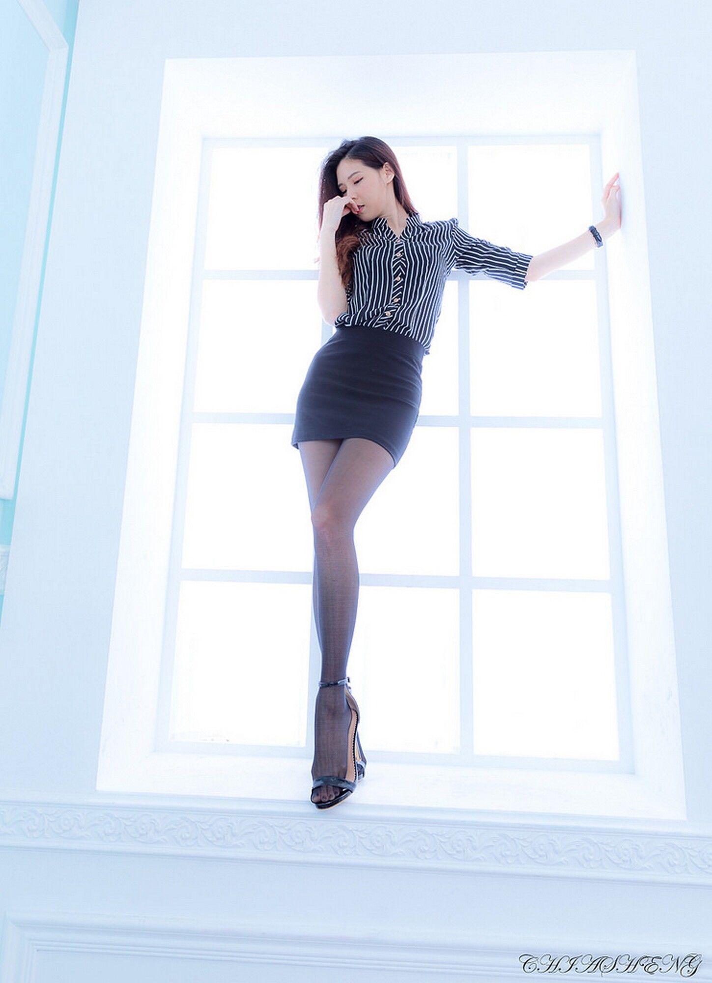 VOL.142 [台湾正妹]丝袜美腿黑丝OL美女包臀裙美女:吴若dudu超高清个人性感漂亮大图(30P)