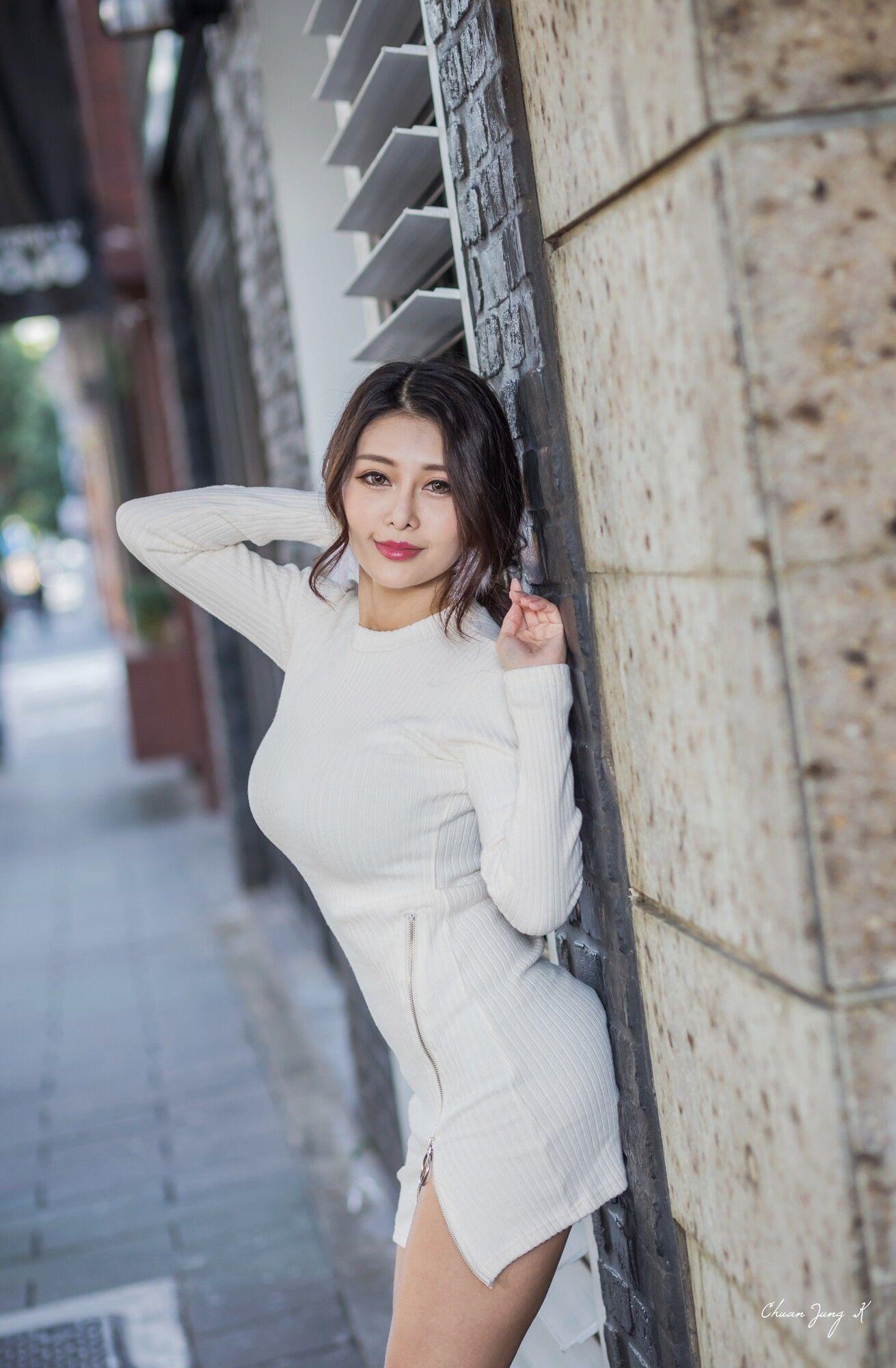 VOL.435 [台湾正妹]大胸街拍美臀街拍美腿街拍短裙:安希希超高清个人性感漂亮大图(31P)