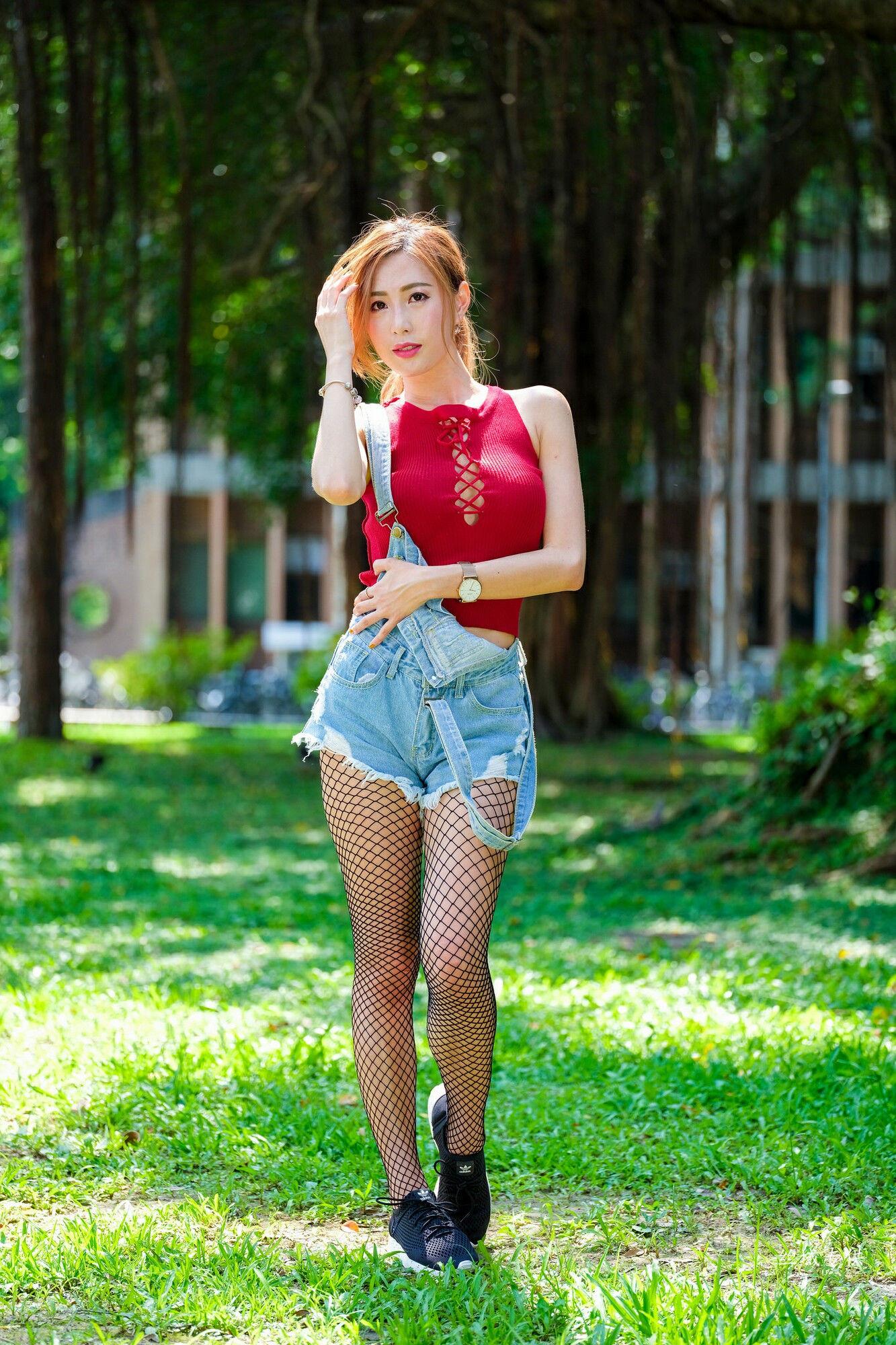 VOL.160 [台湾正妹]牛仔网袜街拍美腿:黄艾比(腿模Abbie)超高清个人性感漂亮大图(85P)