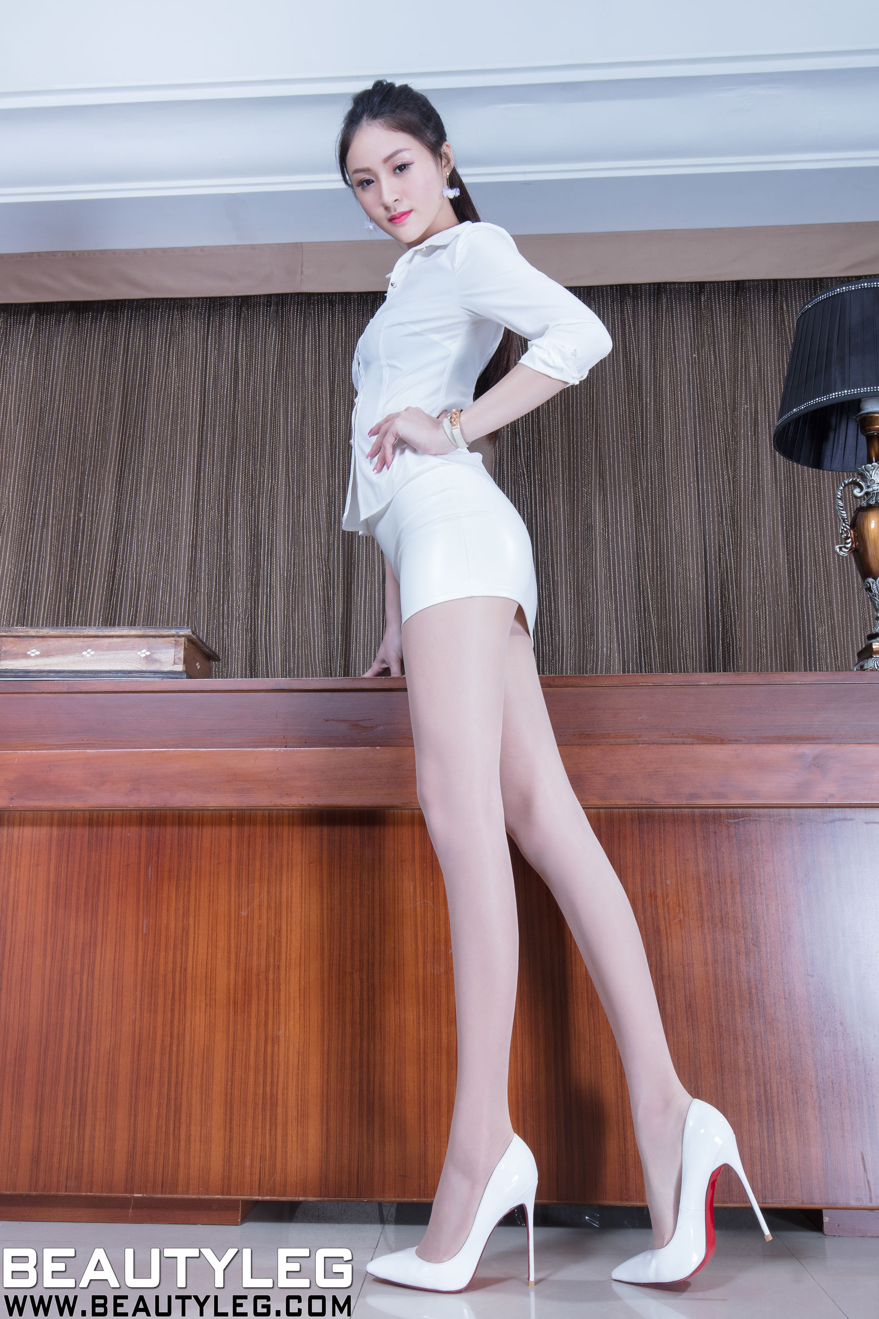 VOL.1787 [Beautyleg]OL美女包臀裙美女长腿美女:Lola雪岑(腿模Lola)超高清个人性感漂亮大图(46P)