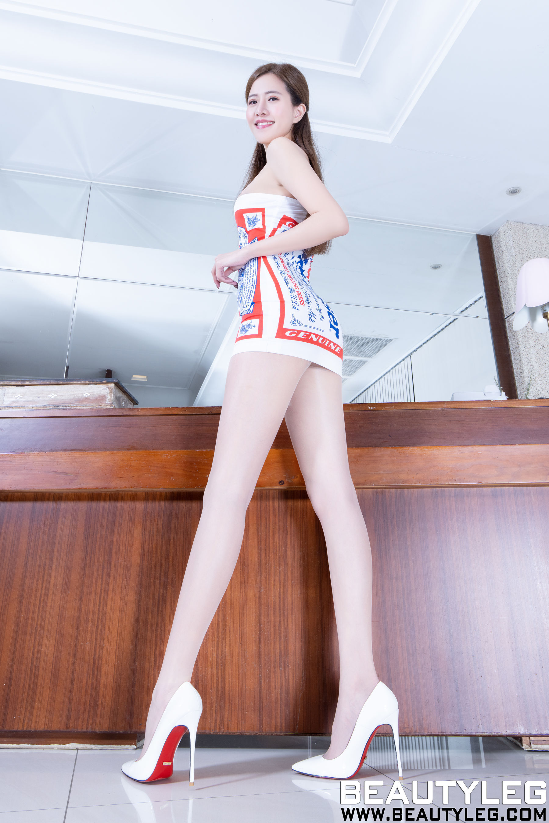 VOL.1329 [Beautyleg]高跟美腿:张欣慈(腿模Olivia)超高清个人性感漂亮大图(53P)