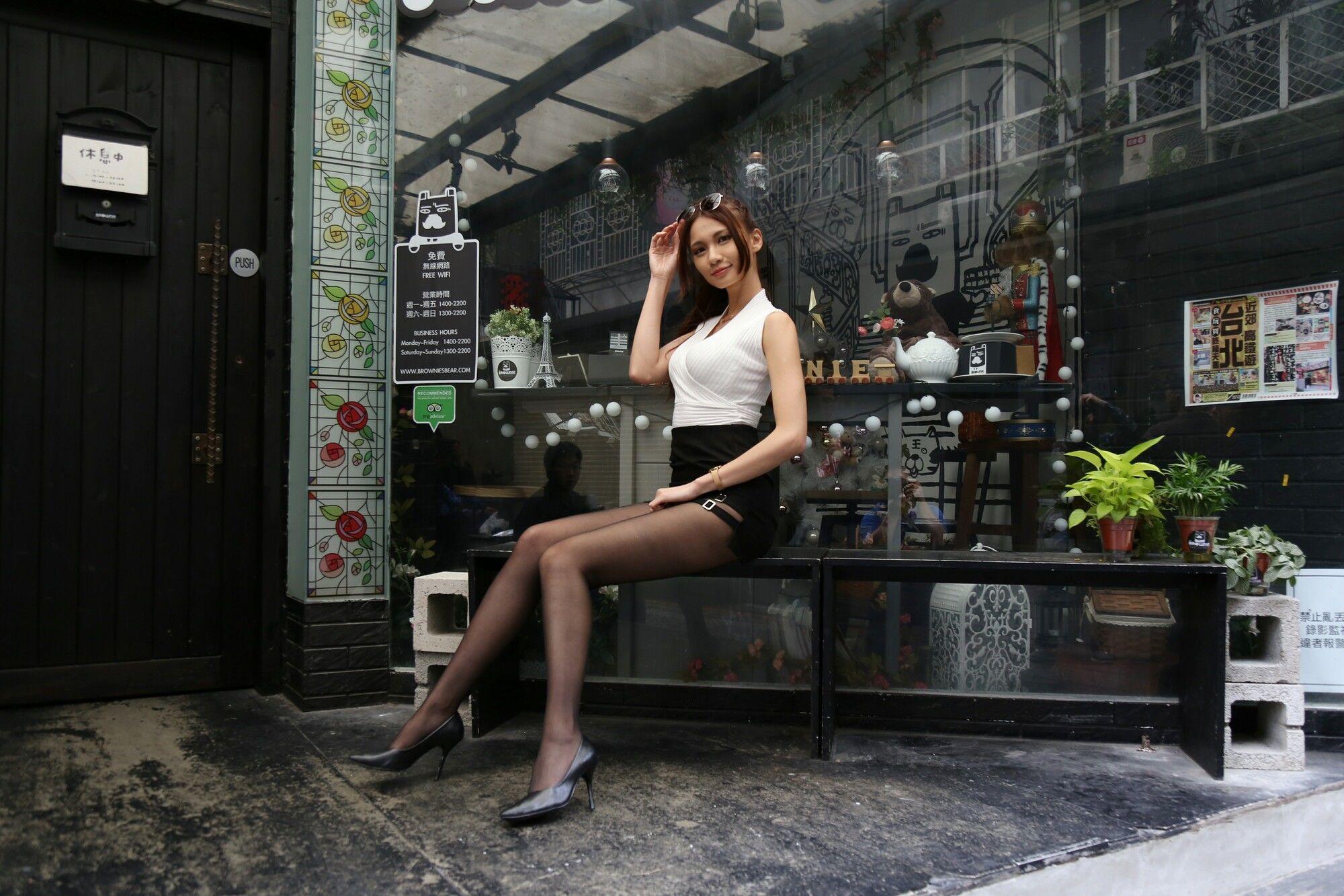 VOL.1098 [台湾正妹]丝袜美腿黑丝包臀裙美女街拍黑丝:蔡译心(Candice)超高清个人性感漂亮大图(112P)