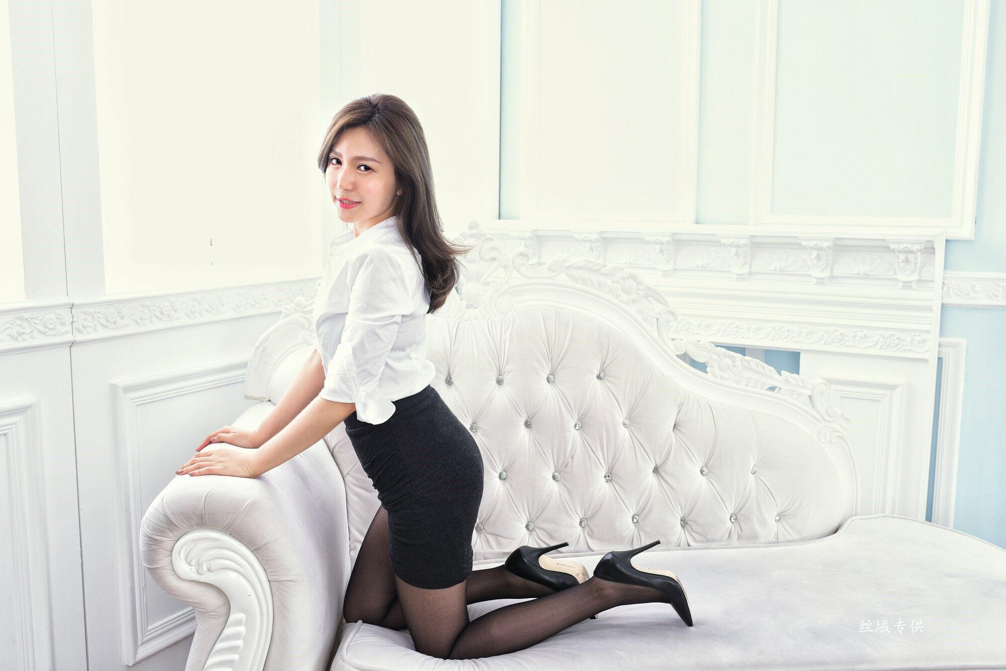 VOL.987 [台湾正妹]黑丝衬衫OL美女:邱爱晨(邱艾比Abbie)超高清个人性感漂亮大图(69P)