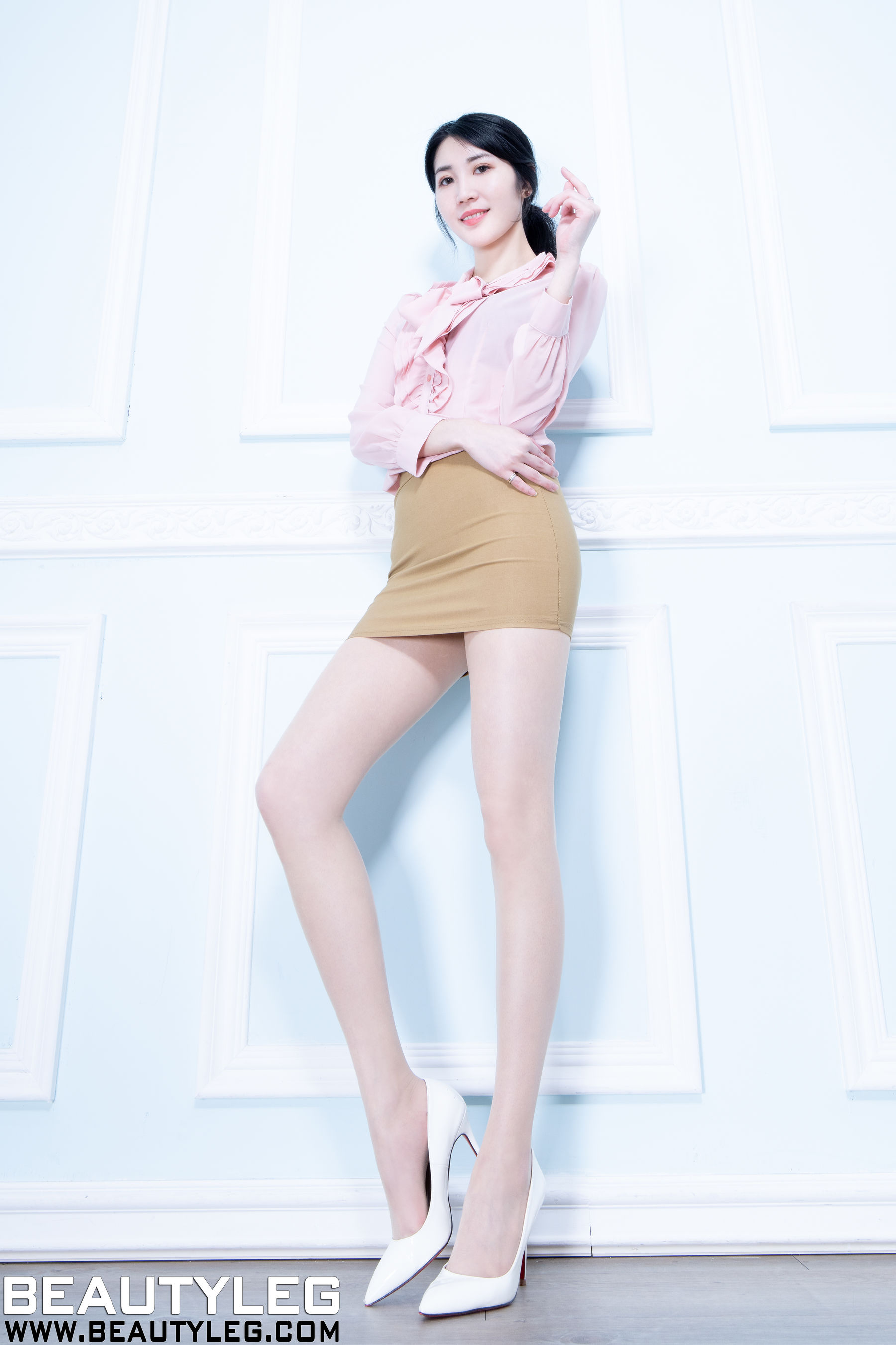 VOL.1270 [Beautyleg]丝袜制服:腿模Perri超高清个人性感漂亮大图(48P)