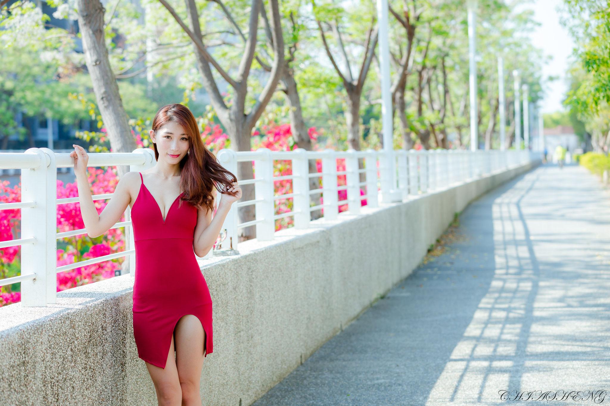 VOL.150 [台湾正妹]御姐街拍优雅美女街拍美臀:小雨超高清个人性感漂亮大图(36P)