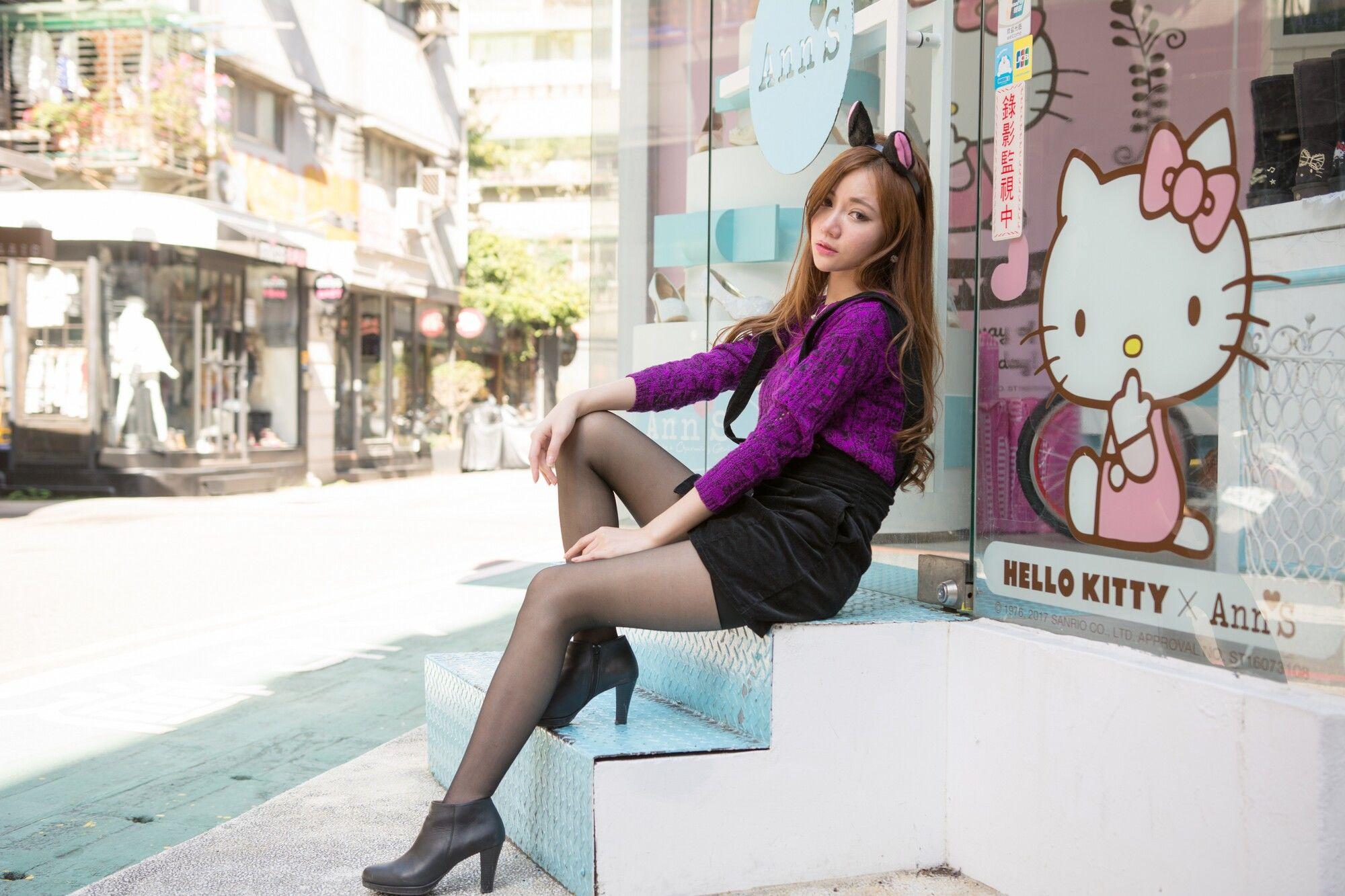 VOL.993 [台湾正妹]猫女郎萌女黑丝制服街拍短裙:苏小立超高清个人性感漂亮大图(56P)