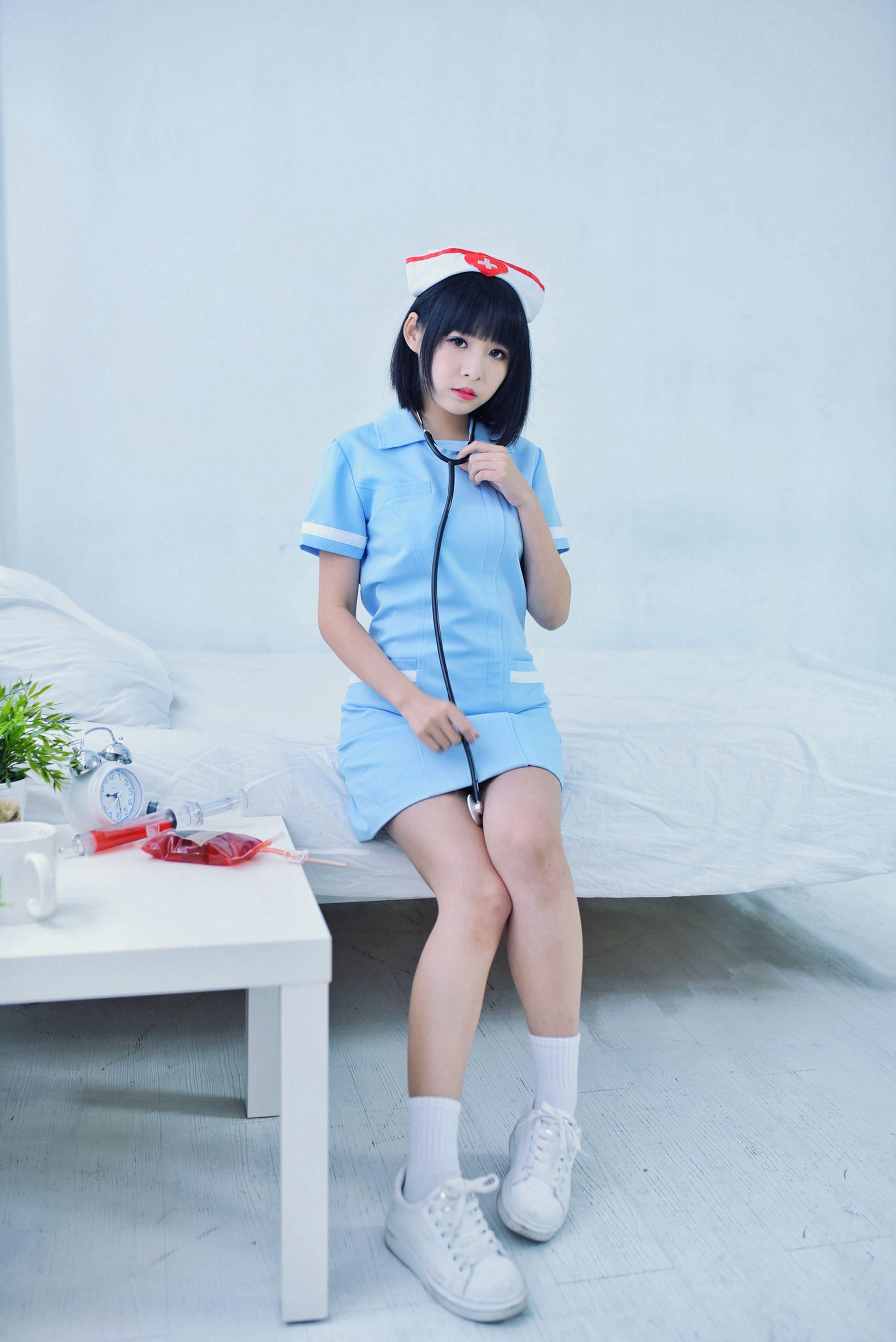 VOL.1977 [台湾正妹]护士制服女仆萌女清纯护士制服:海琳超高清个人性感漂亮大图(40P)
