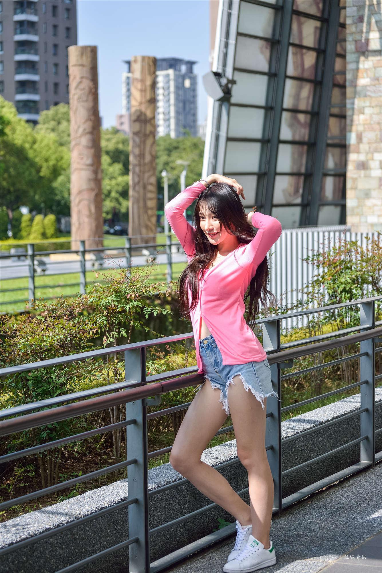 VOL.39 [台湾正妹]牛仔街拍阳光:比比儿(Katie Chiu)超高清个人性感漂亮大图(147P)