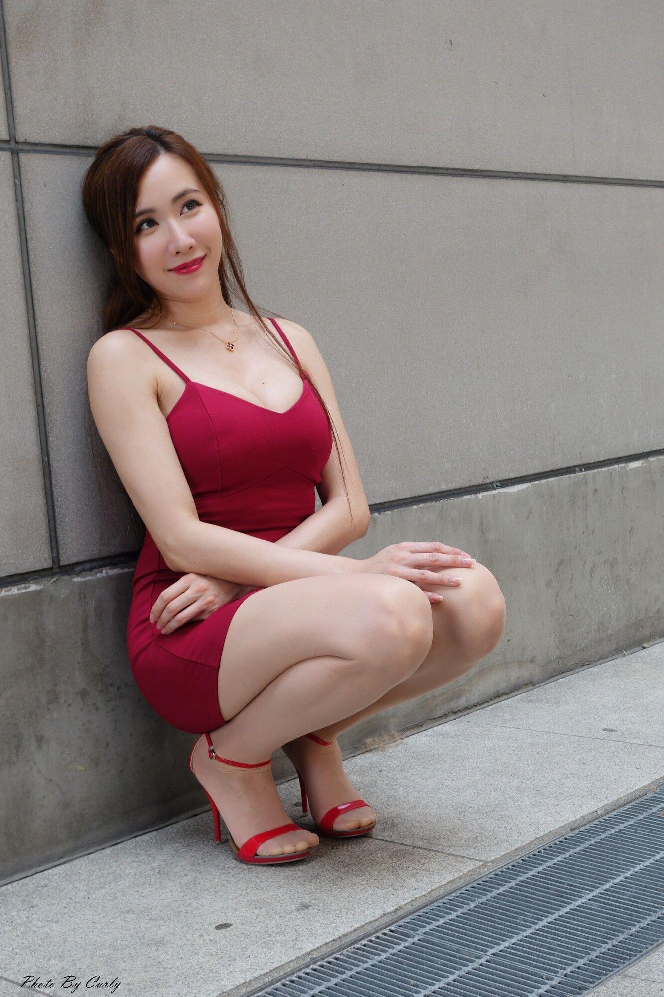 VOL.1970 [台湾正妹]熟女包臀裙美女长腿美女街拍美臀吊带:曾妍希(腿模Dora)超高清个人性感漂亮大图(86P)