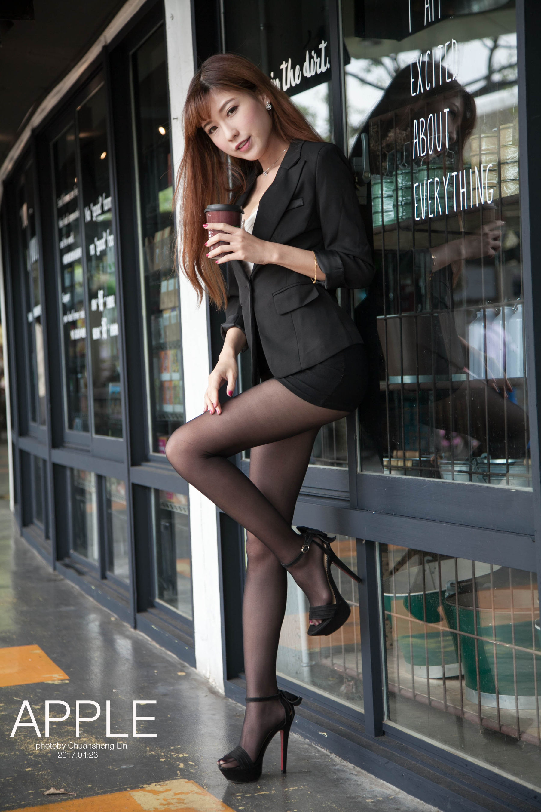 VOL.449 [台湾正妹]街拍丝袜美腿丝袜制服白领丽人:张闵净(小净)超高清个人性感漂亮大图(78P)
