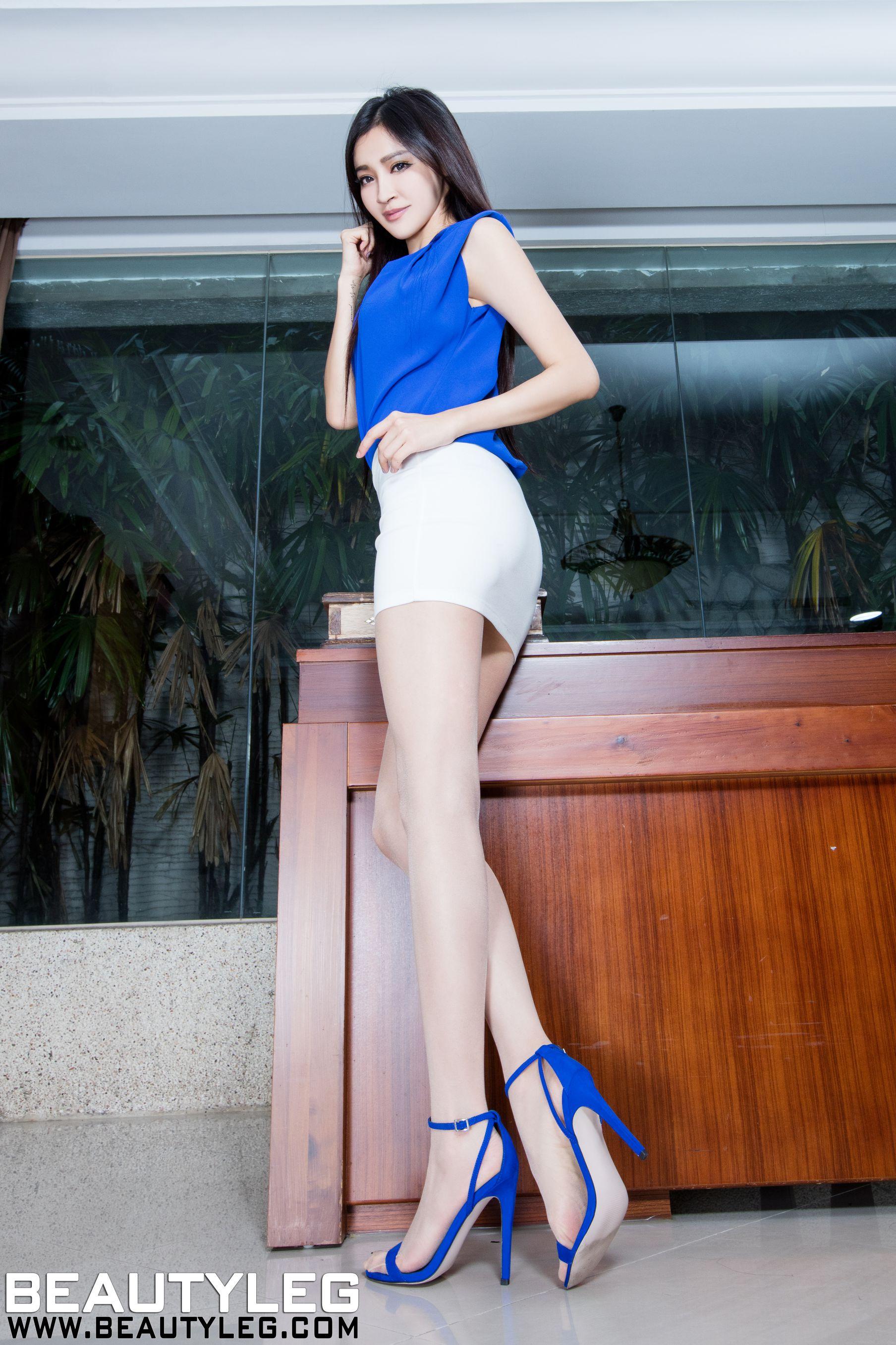 VOL.959 [Beautyleg]美腿红色丝袜吊带丝袜:詹艾葳(腿模Avril,腿模Arvil)超高清个人性感漂亮大图(48P)