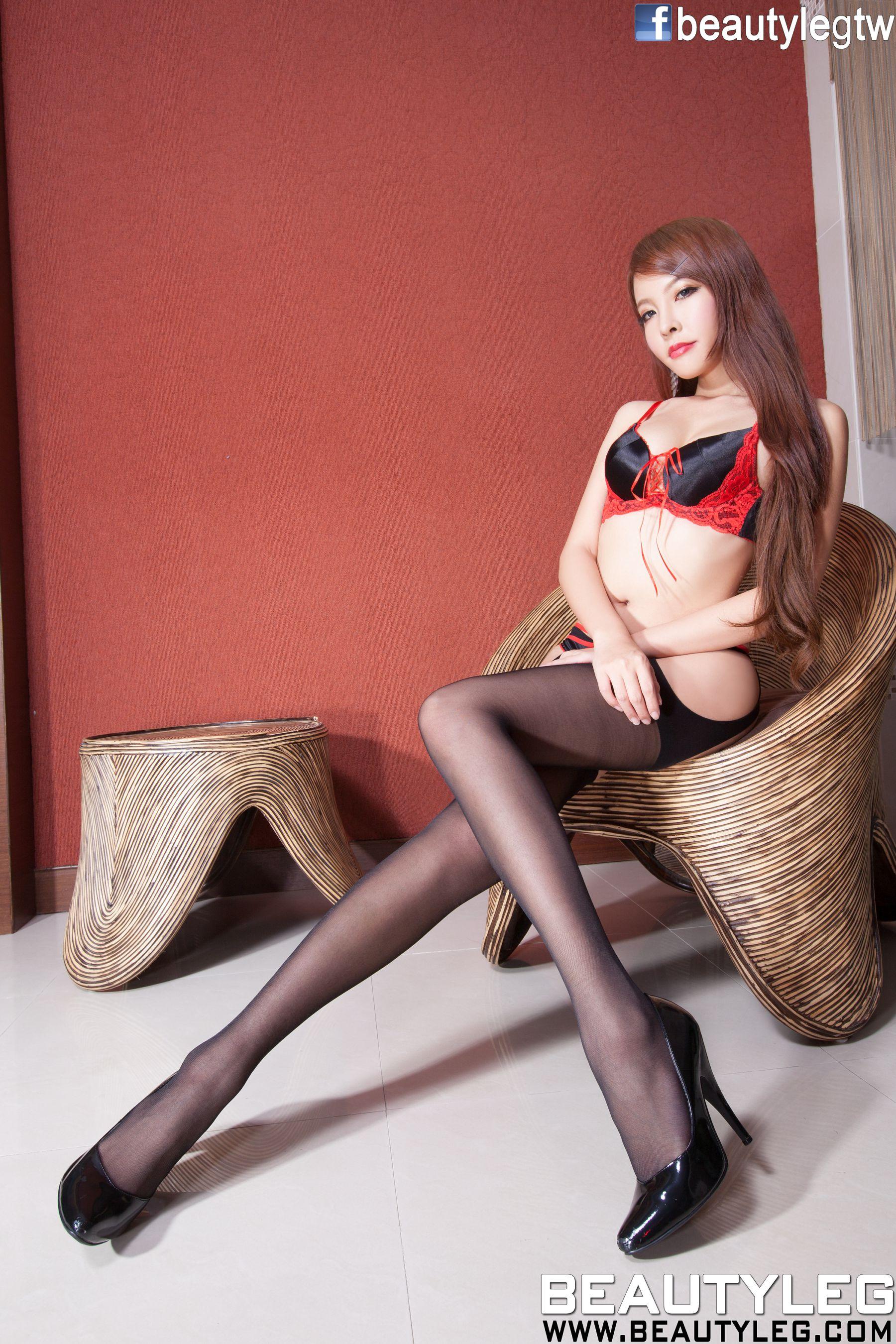 VOL.593 [Beautyleg]圣诞丝袜美腿内衣美女吊带丝袜情趣制服:翁雨澄(腿模Aileen)超高清个人性感漂亮大图(61P)