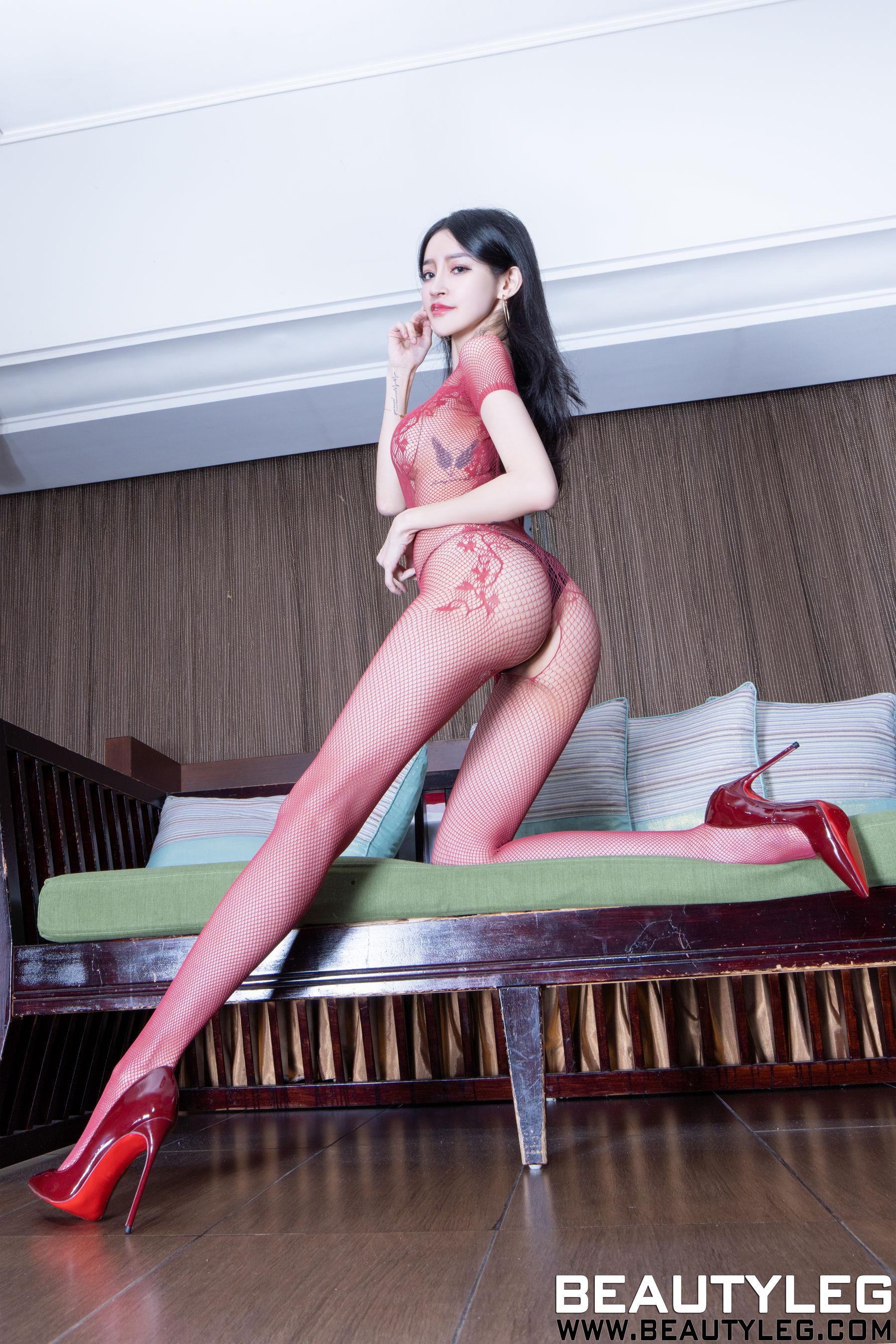 VOL.39 [Beautyleg]丝袜美女美腿:詹艾葳(腿模Avril,腿模Arvil)超高清个人性感漂亮大图(36P)