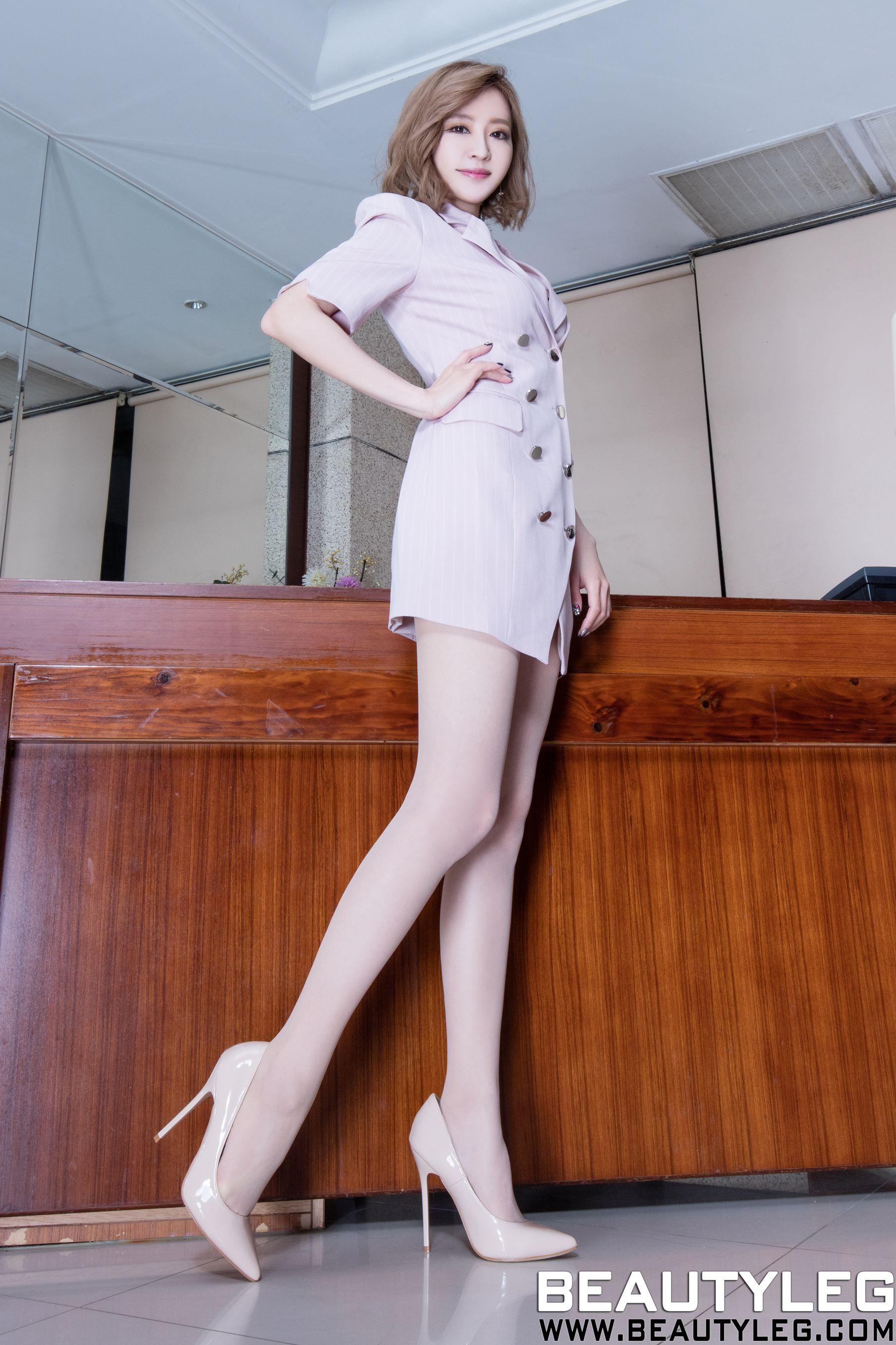 VOL.371 [Beautyleg]短发气质丝袜美腿肉丝袜:倪千凌(腿模Lucy,陈佳筠)高品质写真套图(45P)
