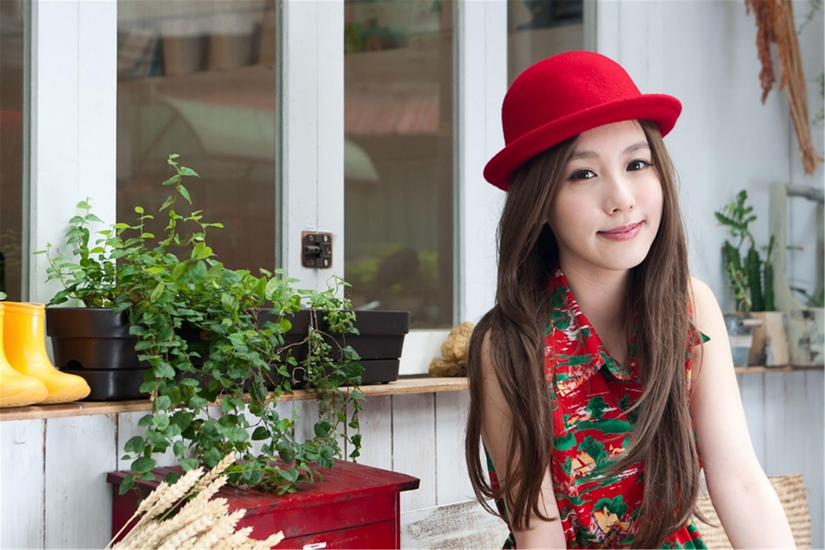 VOL.309 [台湾正妹]清纯甜美正妹优雅美女B罩杯美女:吕思莹(Kimi步,吕小步)高品质写真套图(39P)