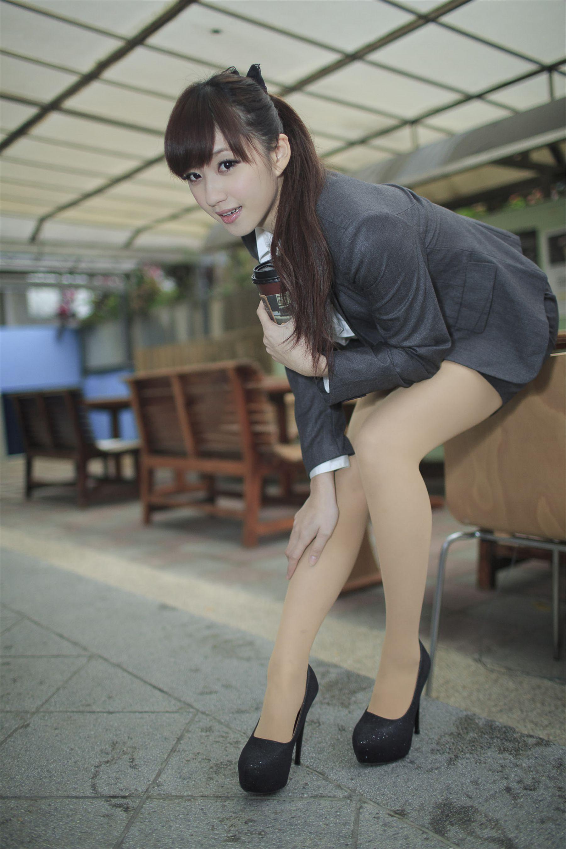 VOL.839 [台湾正妹]制服街拍清纯护士制服:小雅高品质写真套图(17P)