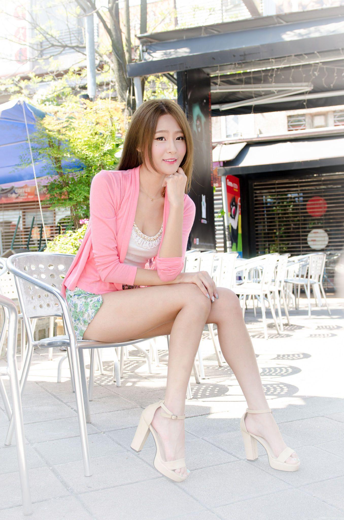 VOL.823 [台湾正妹]超短裙清新街拍街拍美腿:Winnie小雪(庄咏惠,庄温妮,腿模Winnie)高品质写真套图(76P)
