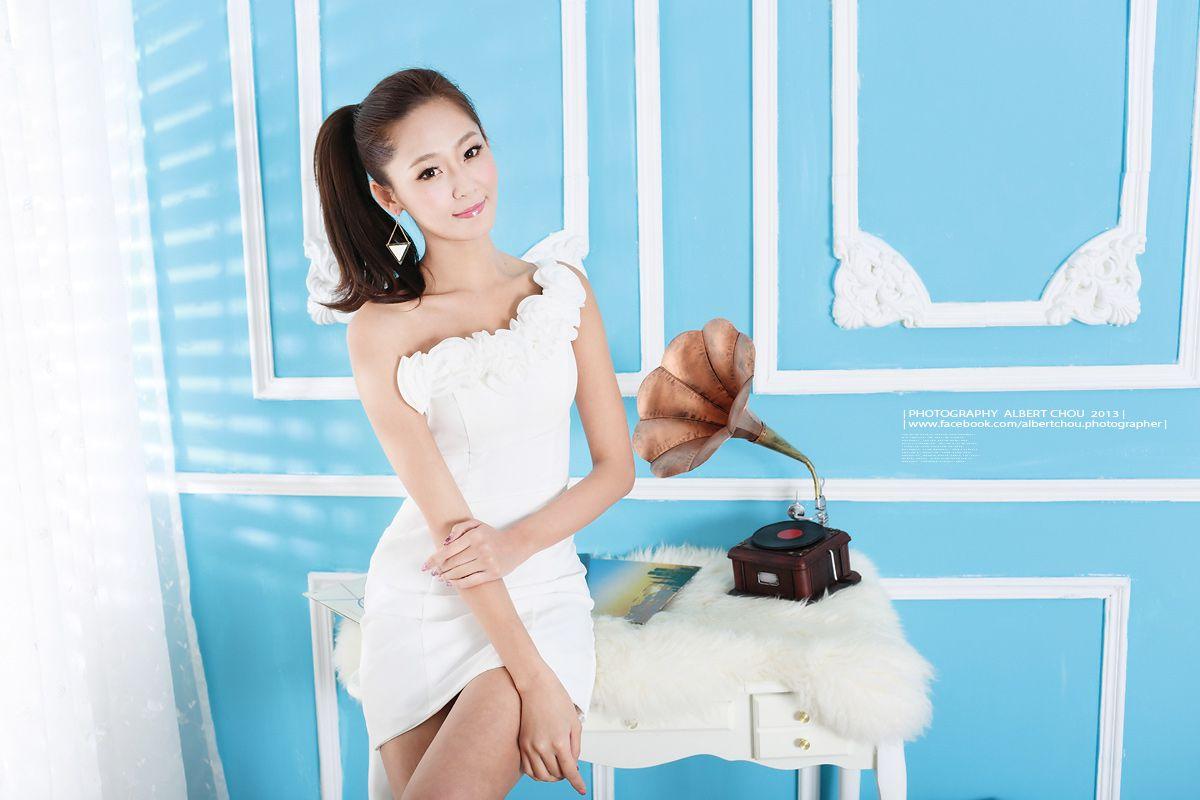 VOL.1972 [网络美女]可爱甜美正妹:Winnie小雪(庄咏惠,庄温妮,腿模Winnie)高品质写真套图(53P)
