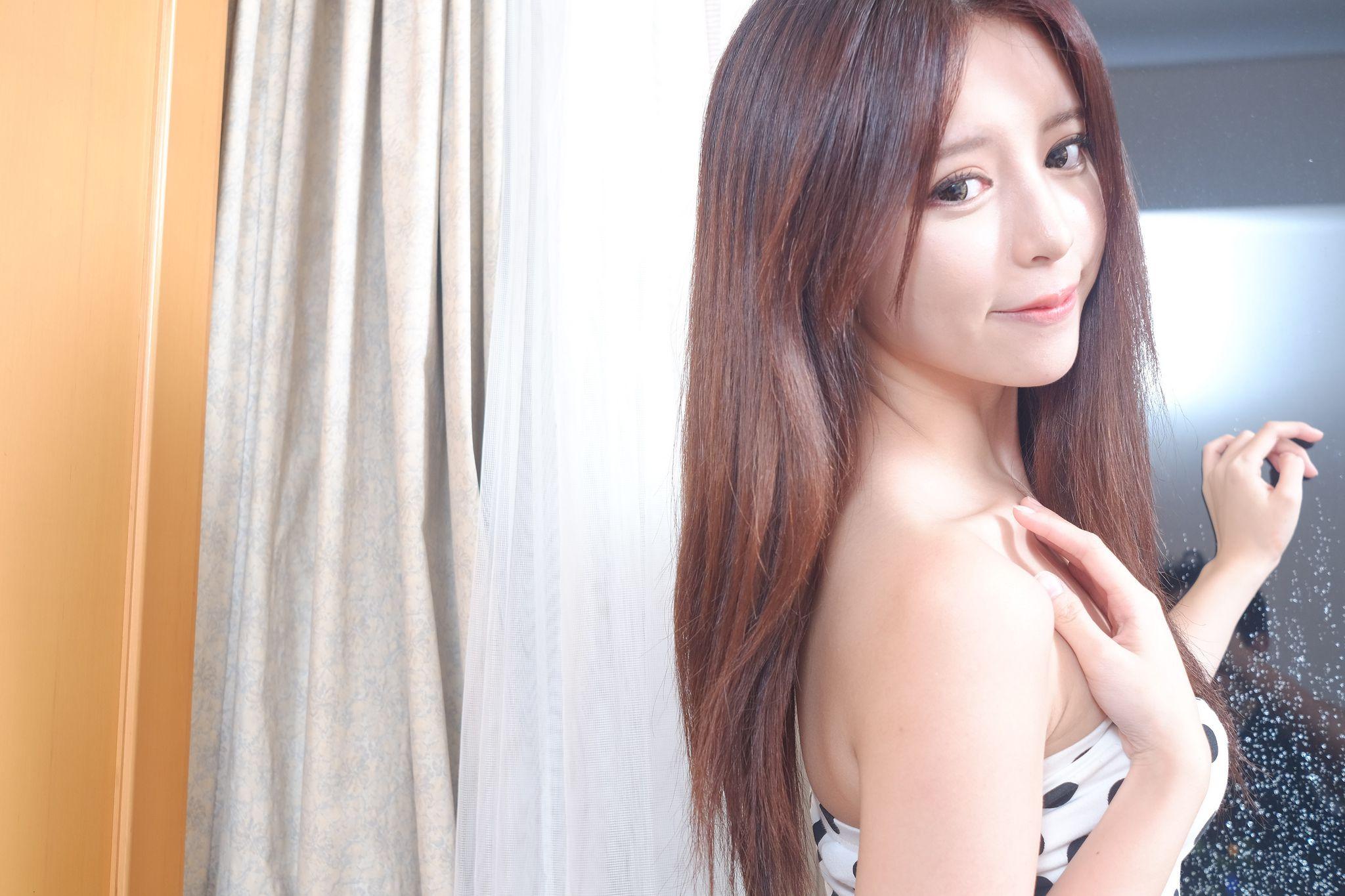 VOL.1475 [台湾正妹]可爱清纯居家美女妹子B罩杯美女:张齐郡(Julie)高品质写真套图(70P)