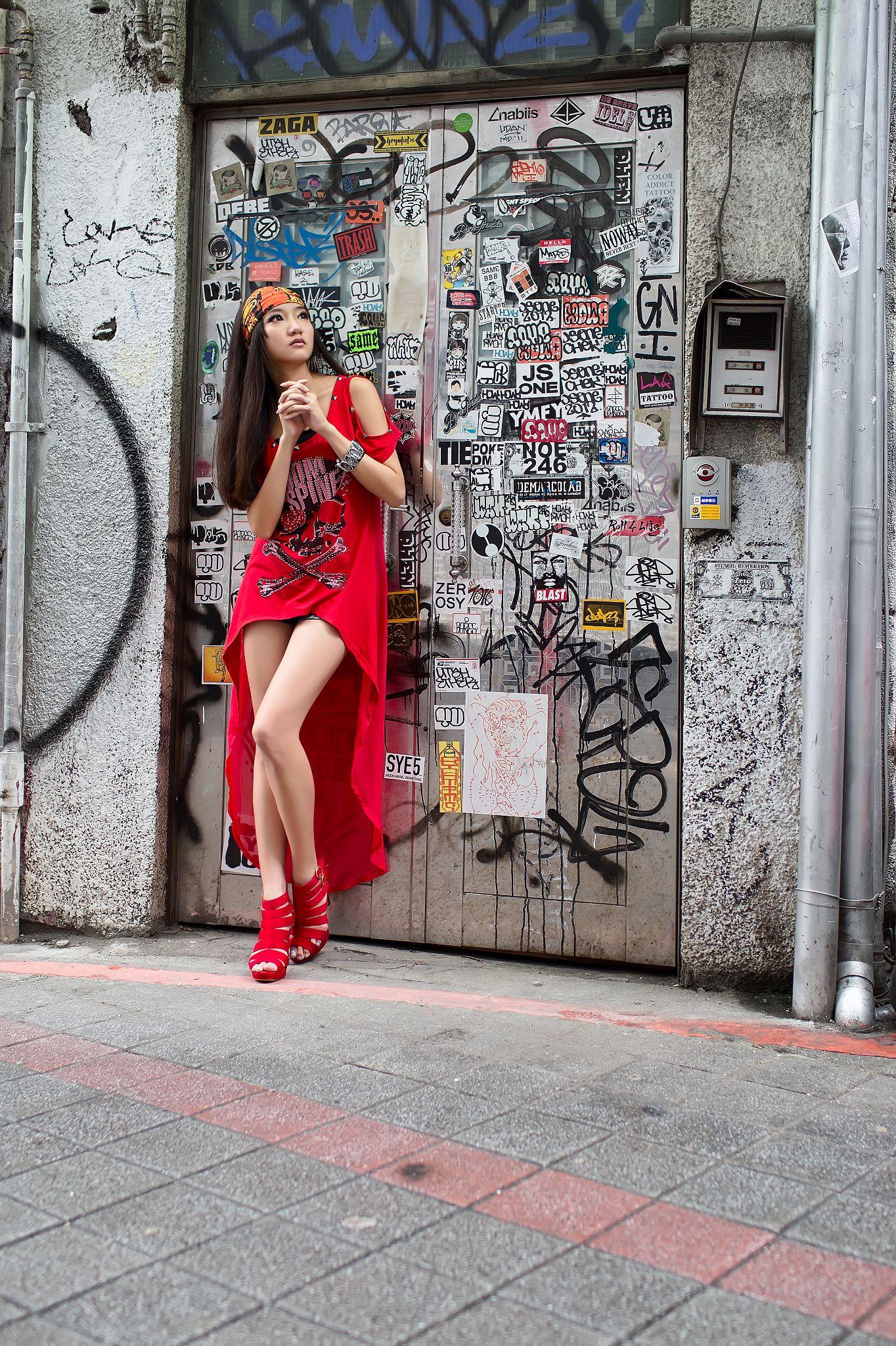 VOL.1035 [台湾正妹]美腿街拍:陈思婷(腿模Tina,李霜)高品质写真套图(43P)