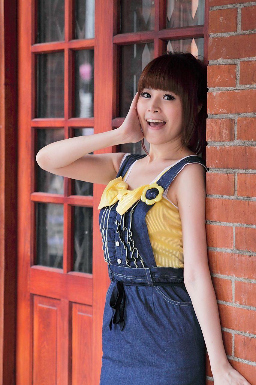 VOL.1976 [网络美女]可爱清纯甜美正妹:李依璇(白白)高品质写真套图(111P)