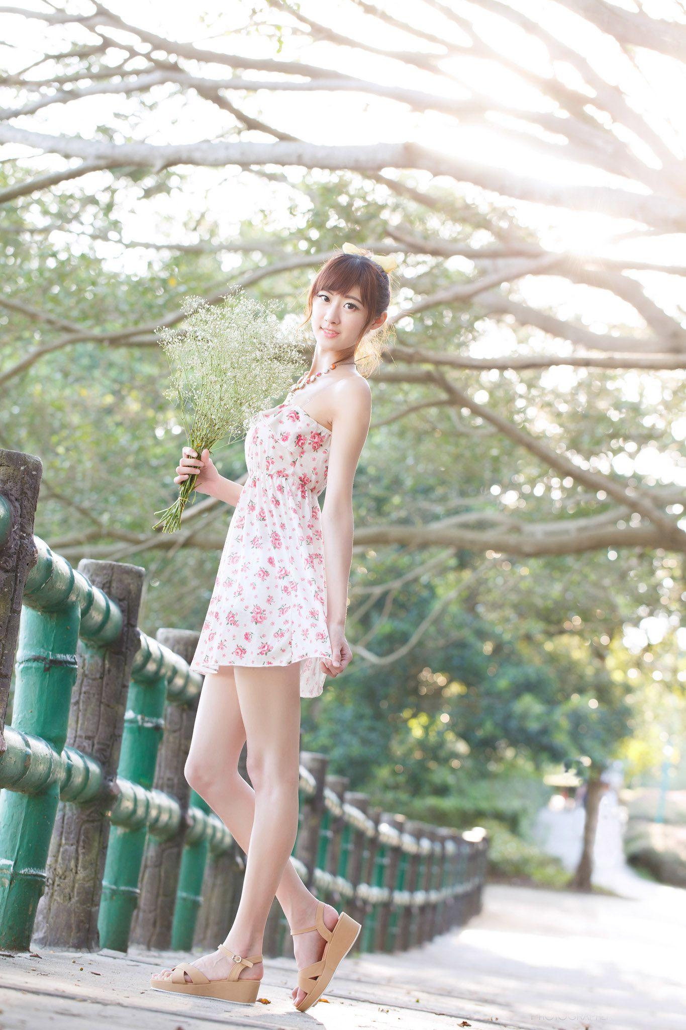 VOL.1848 [台湾正妹]甜美清新唯美正妹户外美女:林茉晶(腿模Queena)高品质写真套图(59P)