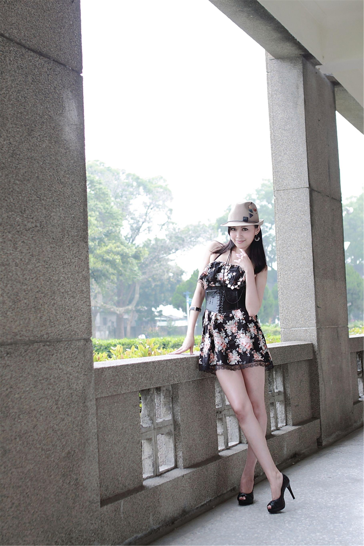 VOL.1884 [台湾正妹]街拍连衣裙:杜可薇(腿模Avy,恬小鱼)高品质写真套图(16P)