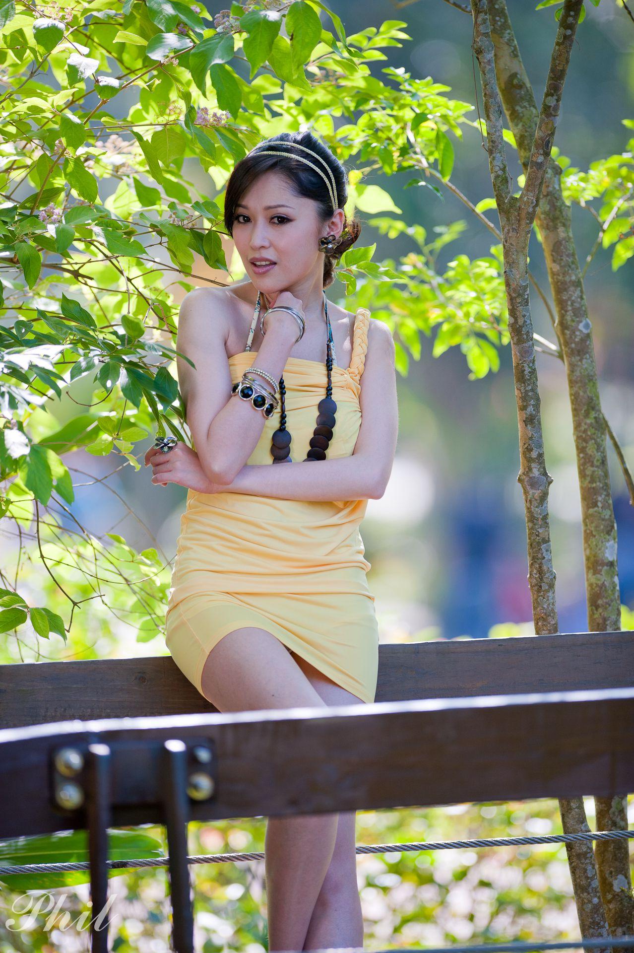 VOL.1153 [网络美女]外拍包臀裙美女街拍短裙:杜可薇(腿模Avy,恬小鱼)高品质写真套图(46P)