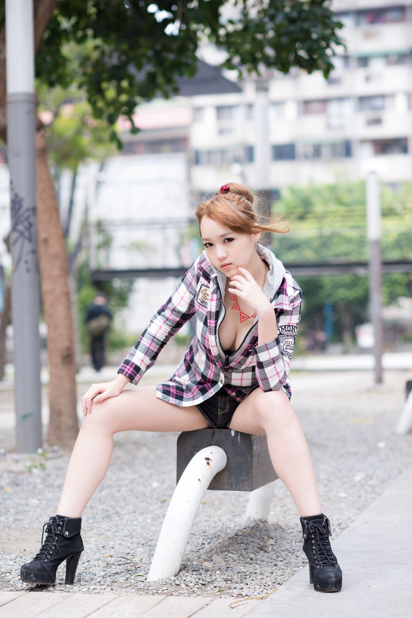 VOL.1736 [台湾正妹]可爱甜美外拍阳光正妹明星:黄镫娴(腿模Neko)高品质写真套图(67P)