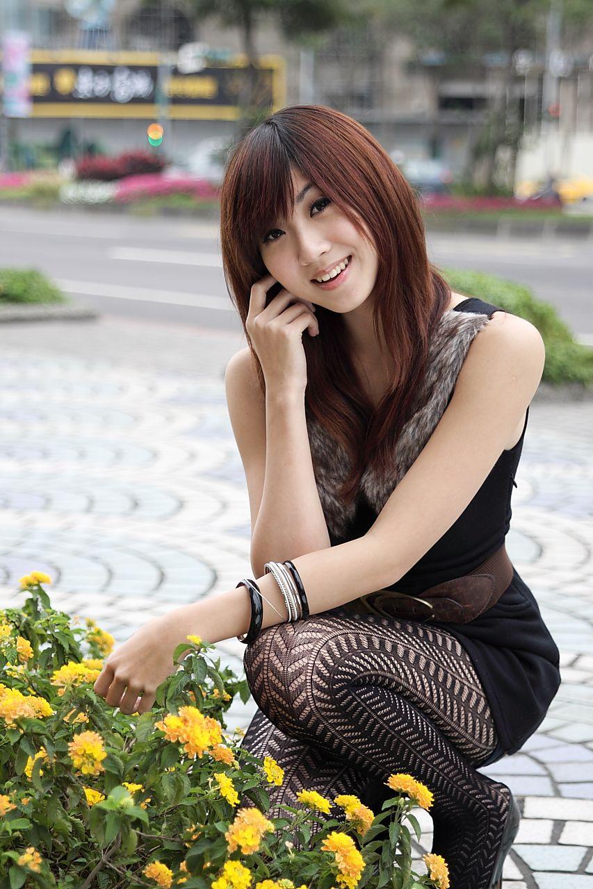 VOL.448 [台湾正妹]可爱清纯甜美妹子街拍黑丝:Angel高品质写真套图(46P)