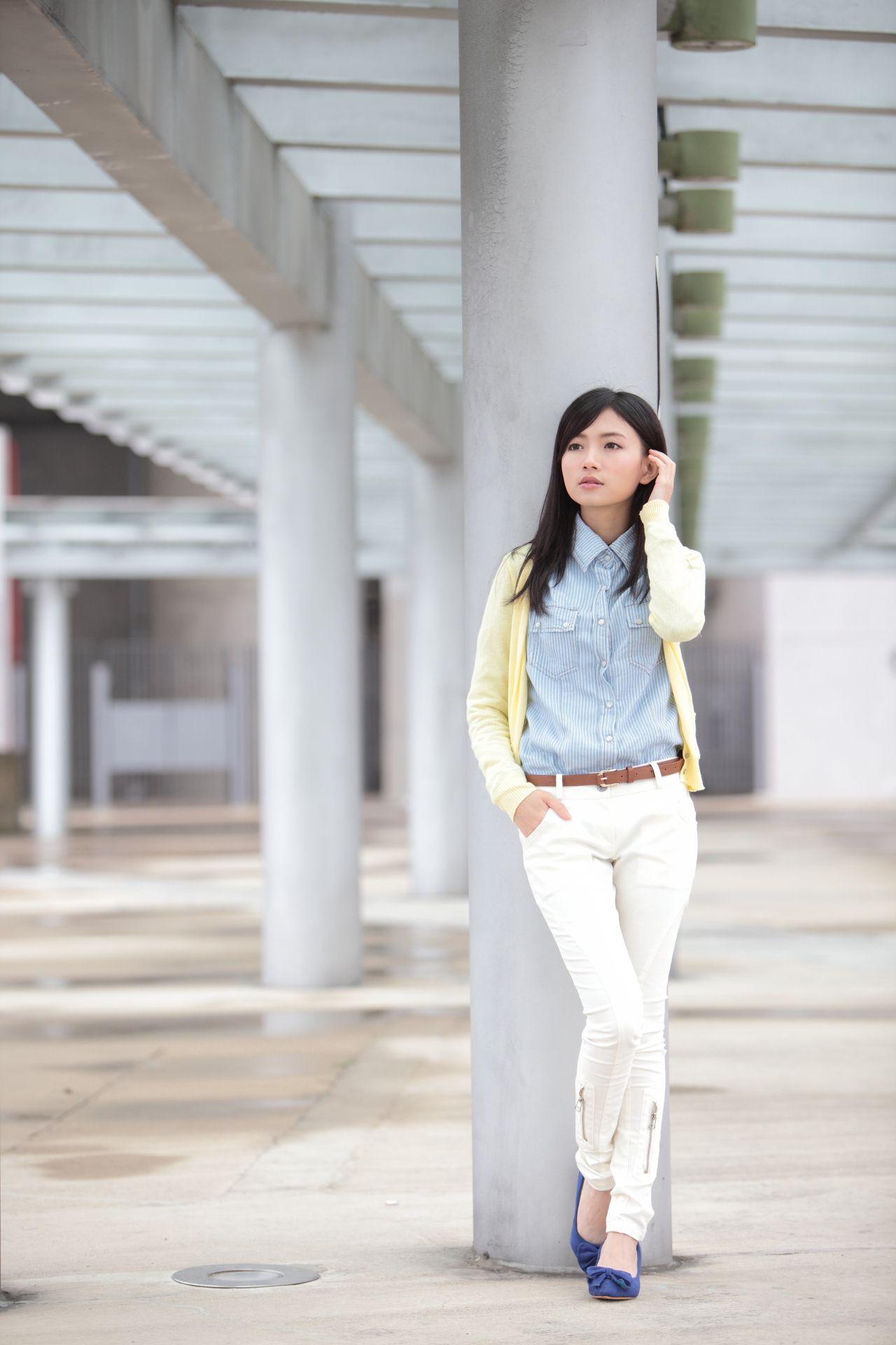 VOL.80 [台湾正妹]清纯甜美街拍正妹紧身裤平胸:可艾高品质写真套图(74P)
