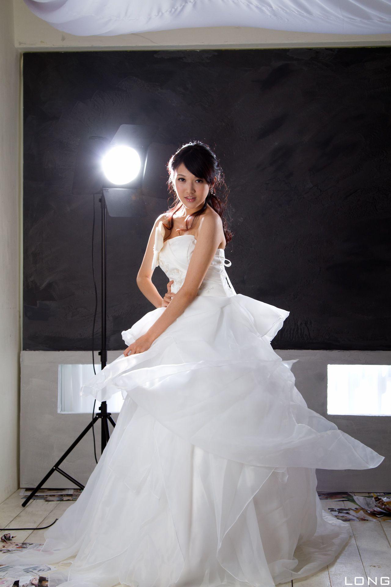 VOL.1085 [台湾正妹]婚纱:陈玮廷(Beautyleg腿模Jill)高品质写真套图(33P)