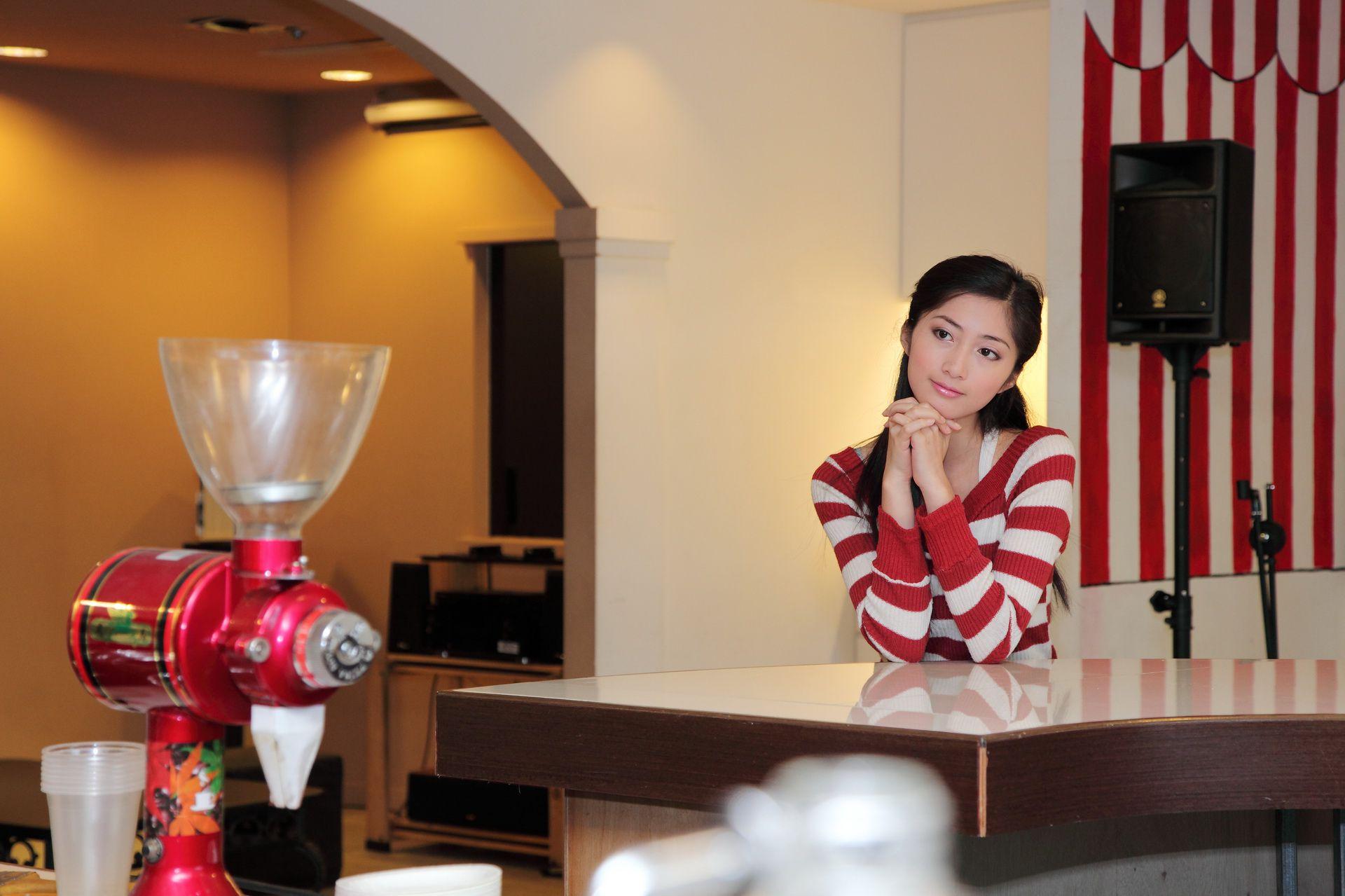 VOL.1145 [台湾正妹]清纯正妹酒店美女:Emily高品质写真套图(36P)
