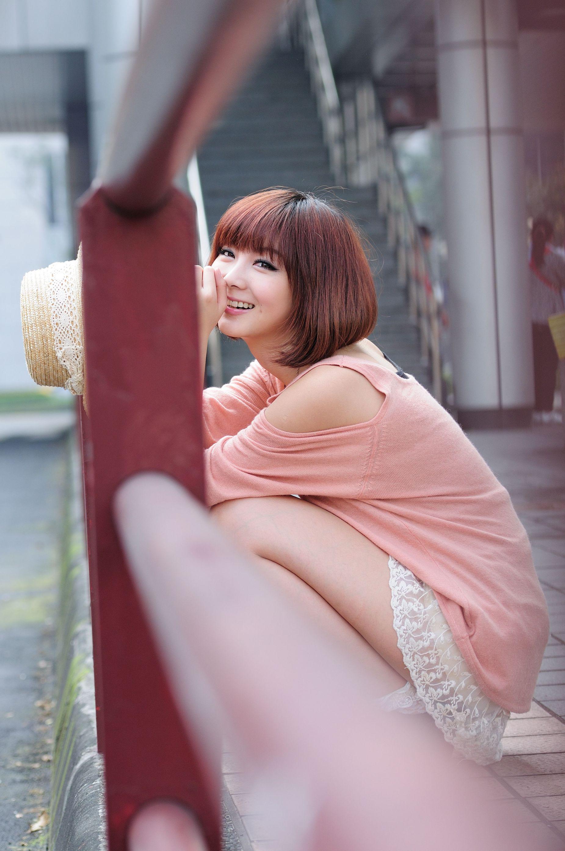 VOL.1242 [台湾正妹]可爱清纯短发街拍:杨宜轩(Patty小猪)高品质写真套图(36P)