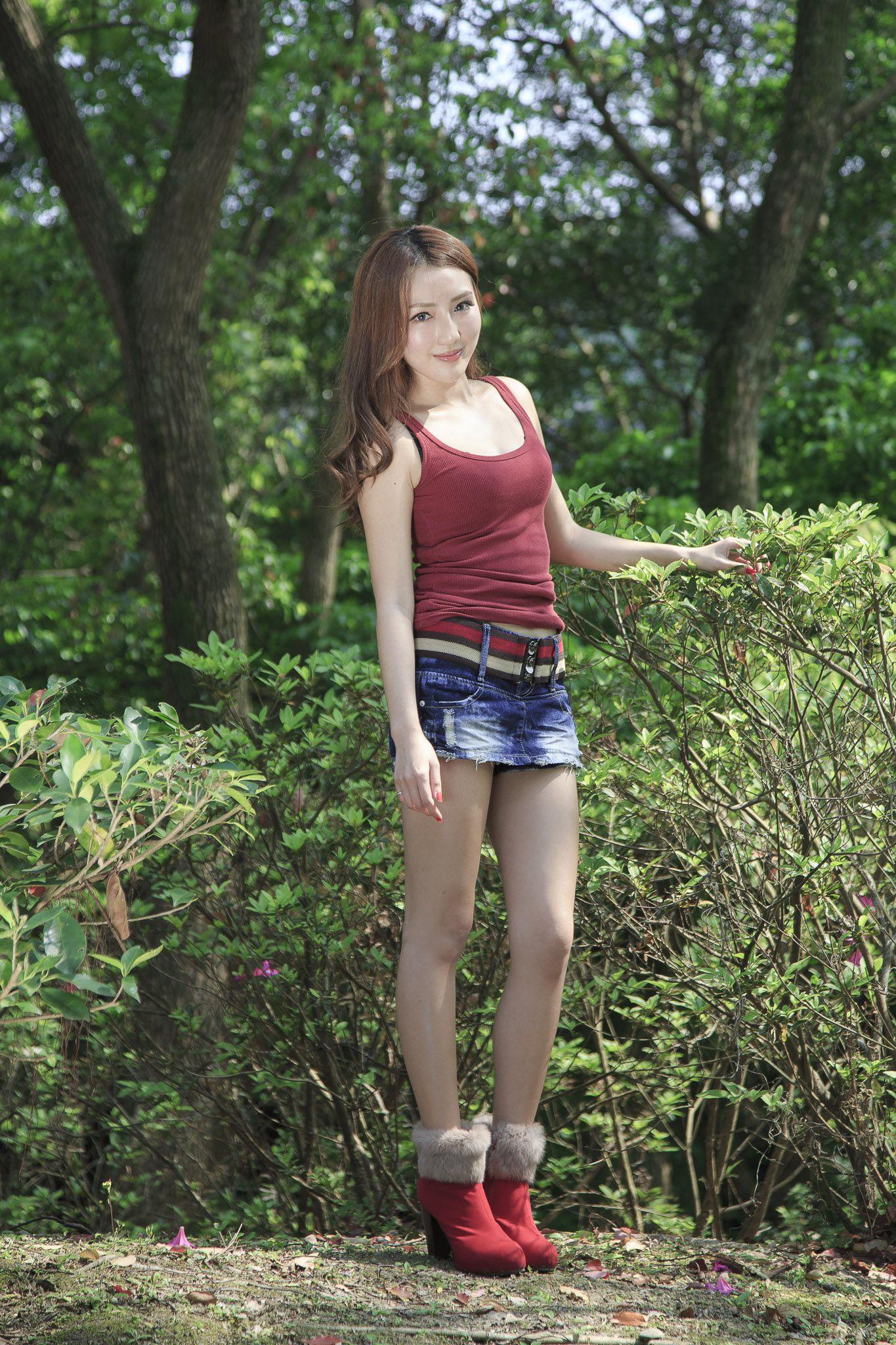 VOL.755 [台湾正妹]气质清新唯美养眼明星:赵芸(腿模Syuan,Syuan赵芸)高品质写真套图(33P)