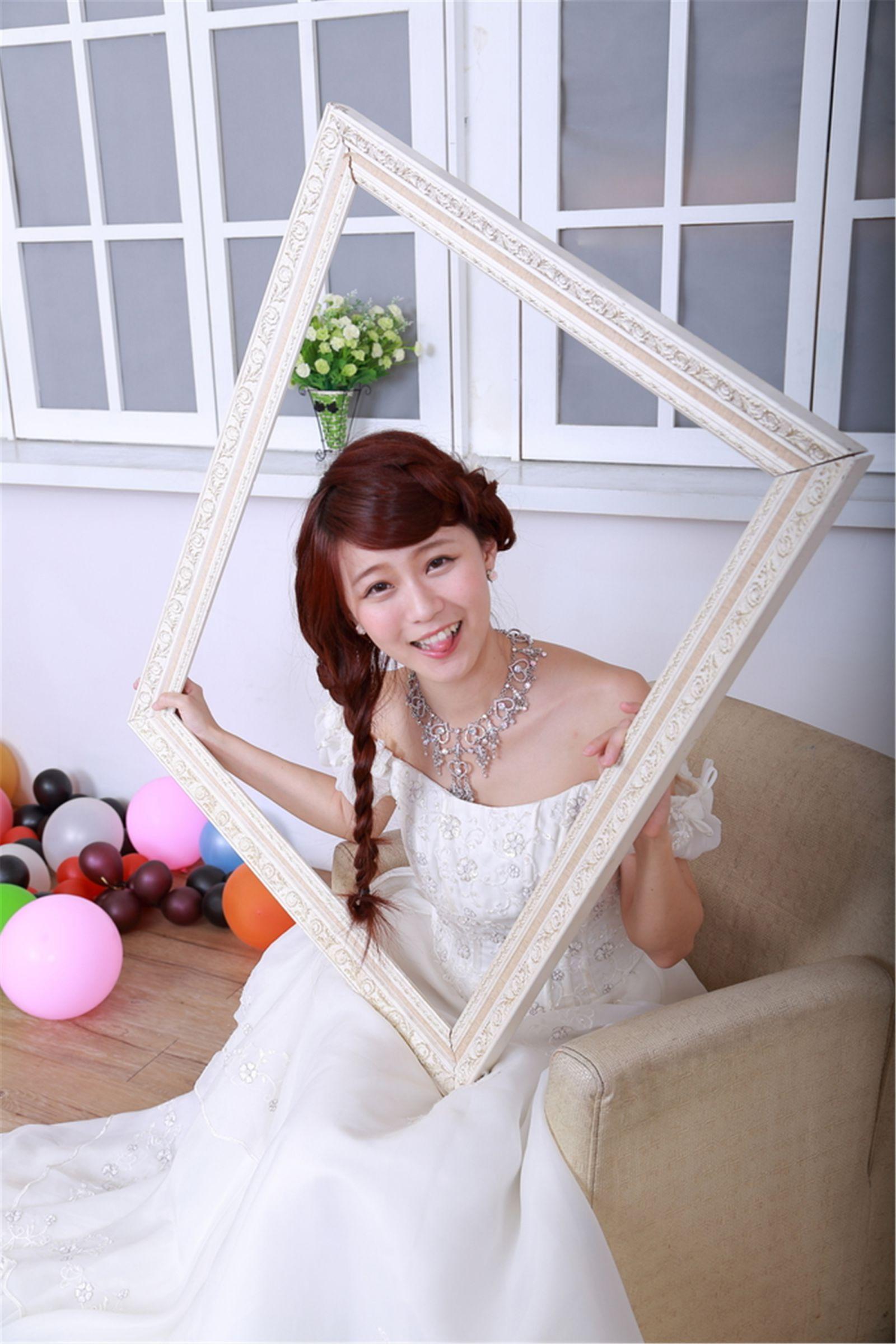 VOL.1693 [台湾正妹]清纯甜美婚纱:李依璇(白白)高品质写真套图(24P)