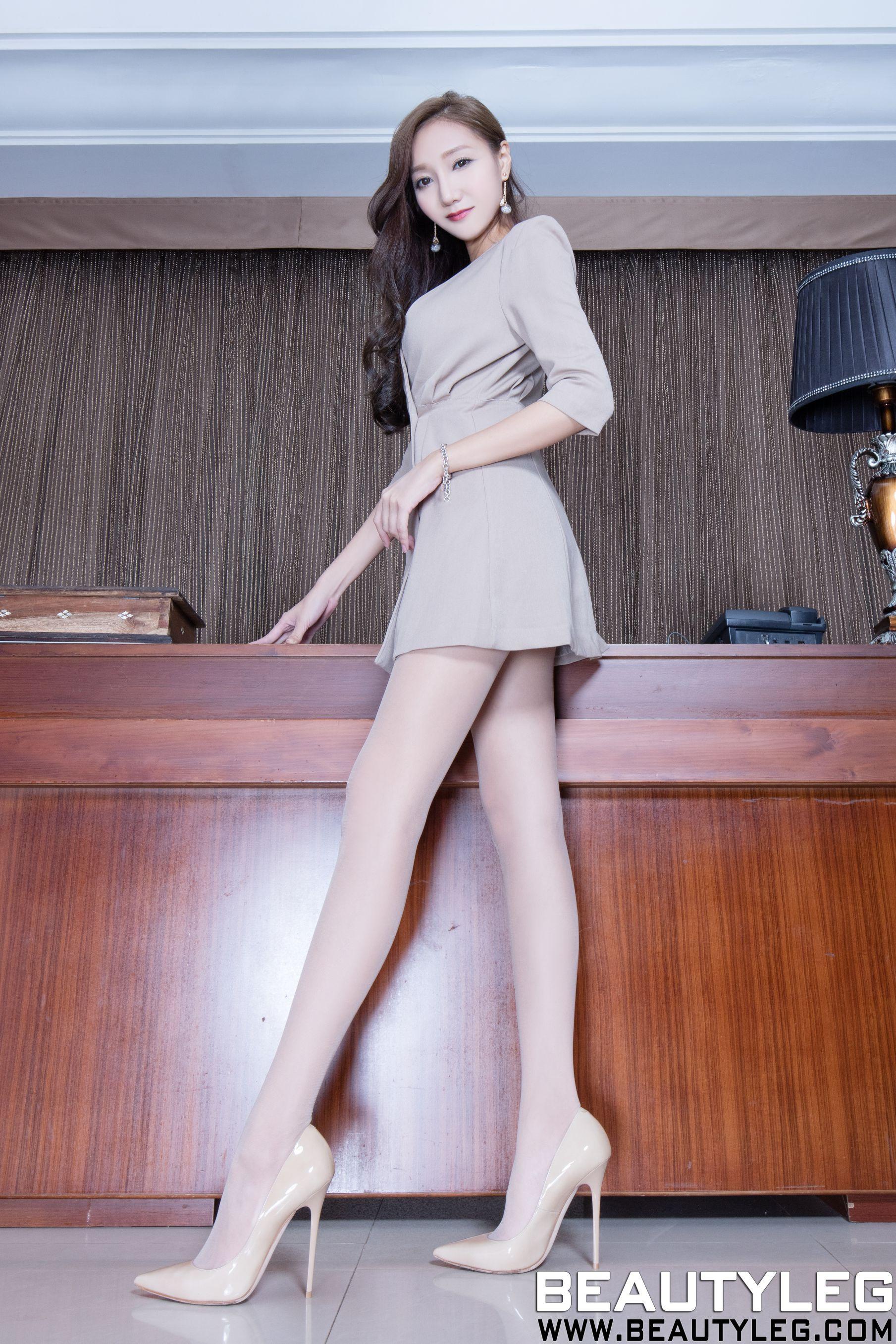 VOL.721 [Beautyleg]美腿吊带丝袜C罩杯美女:陈思婷(腿模Tina,李霜)高品质写真套图(49P)