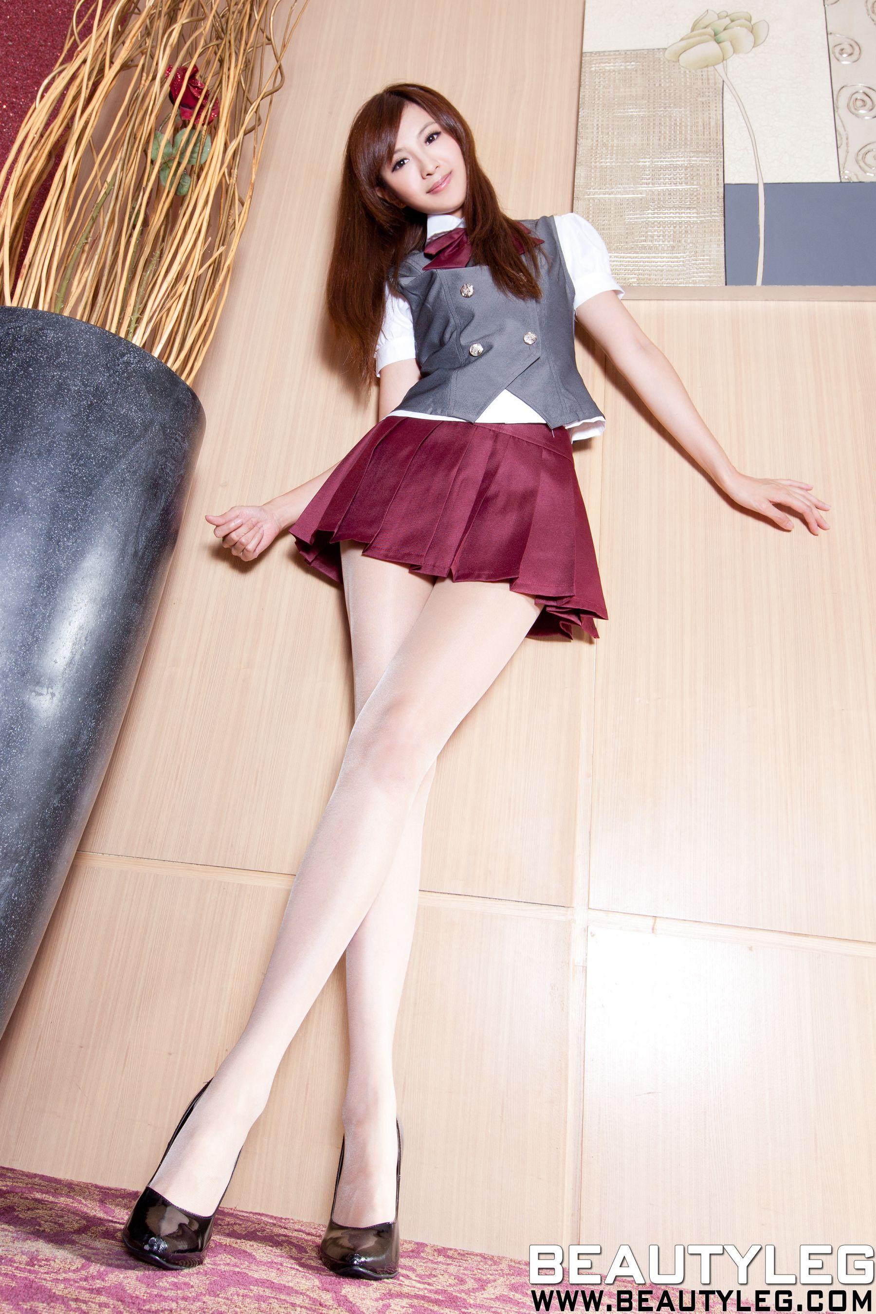 VOL.107 [Beautyleg]制服丝袜美腿:简晓育(腿模Vicni,晓育儿)高品质写真套图(76P)