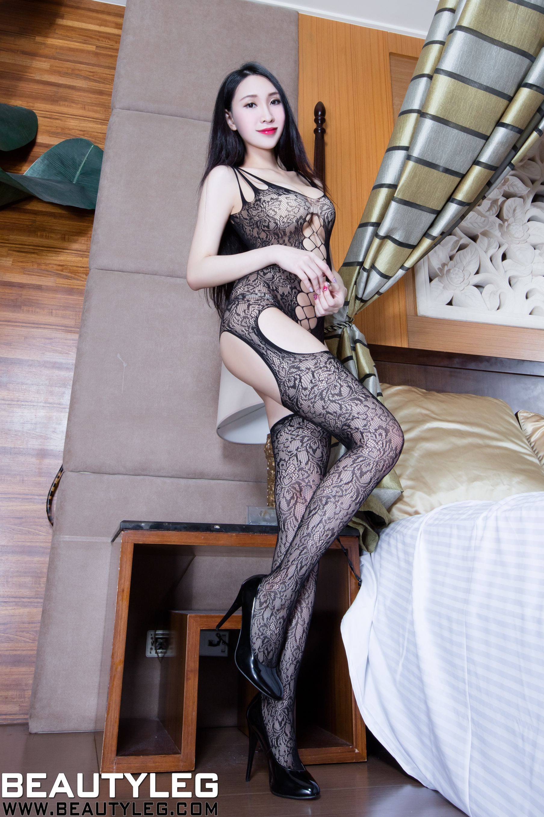 VOL.1785 [Beautyleg]丝袜美腿黑丝情趣丝袜网衣:吴美希(腿模Miki)高品质写真套图(42P)