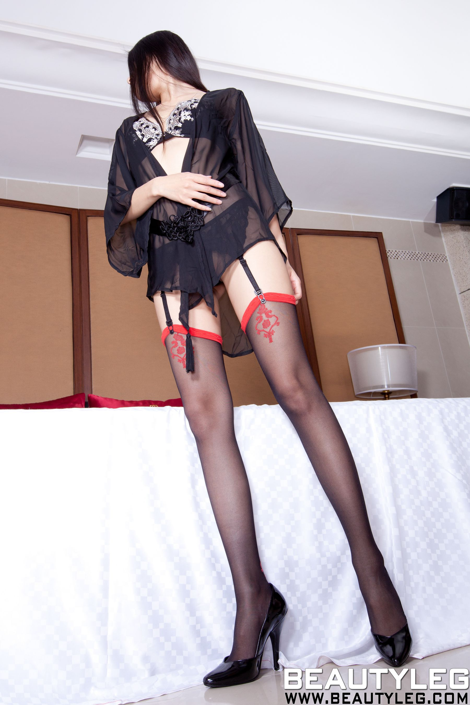 VOL.1677 [Beautyleg]美腿黑丝高跟透视美女吊带丝袜:腿模Linda高品质写真套图(57P)