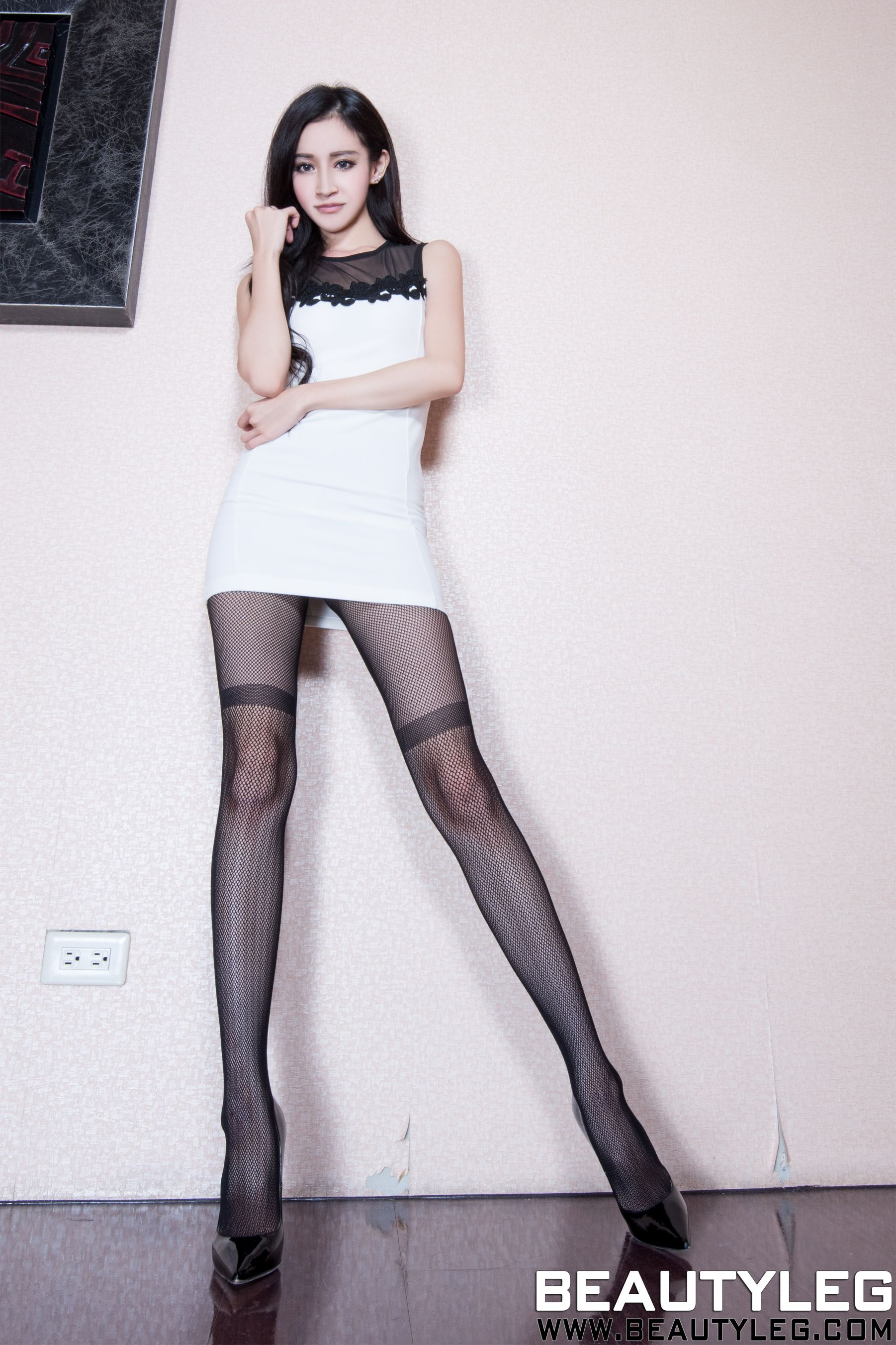 VOL.82 [Beautyleg]美腿白丝:詹艾葳(腿模Avril,腿模Arvil)高品质写真套图(49P)