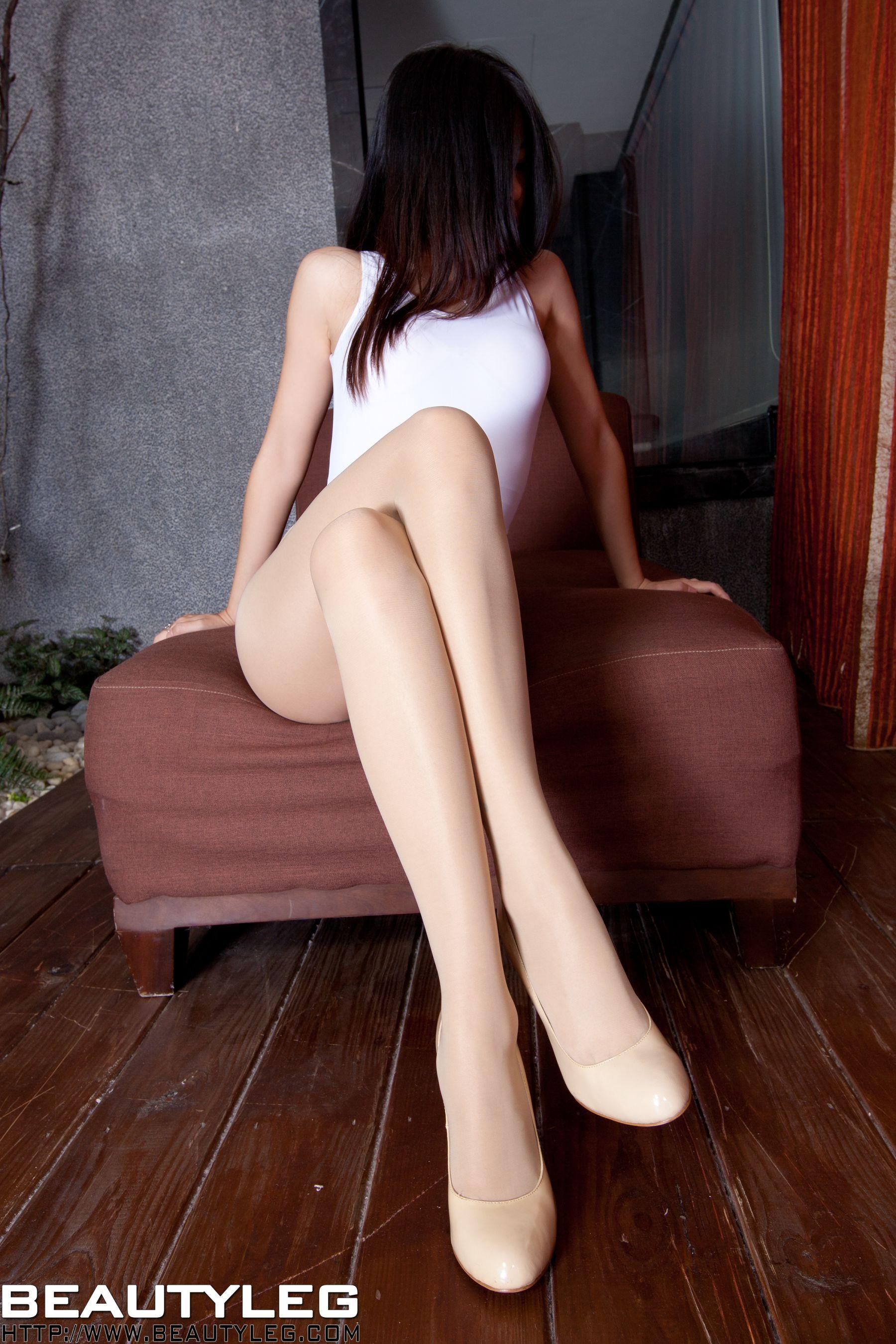 VOL.1702 [Beautyleg]高叉泳装高跟美腿:腿模Sabrina高品质写真套图(40P)