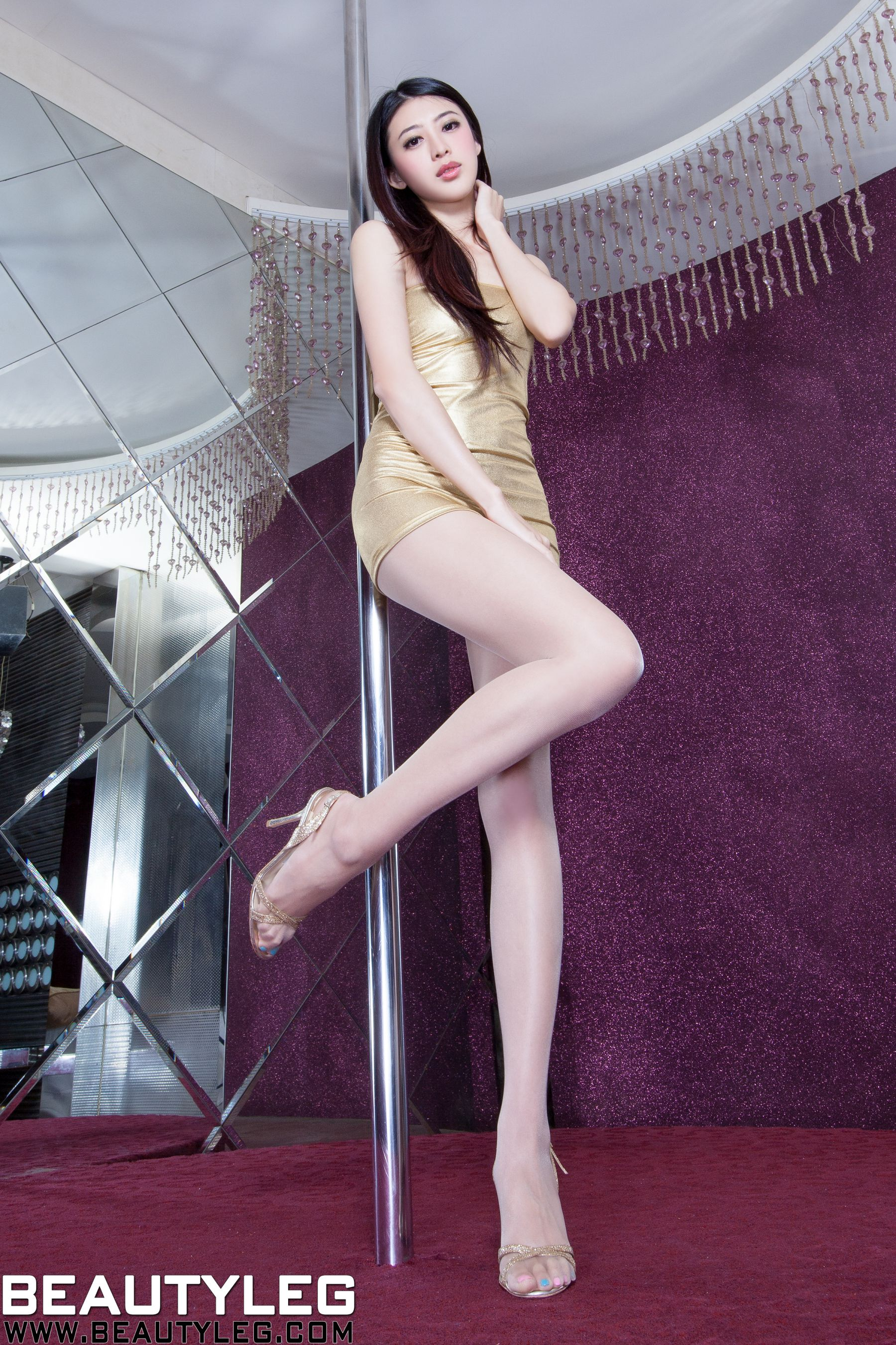 VOL.674 [Beautyleg]美腿吊带丝袜:蔡茵茵(腿模Flora)高品质写真套图(58P)