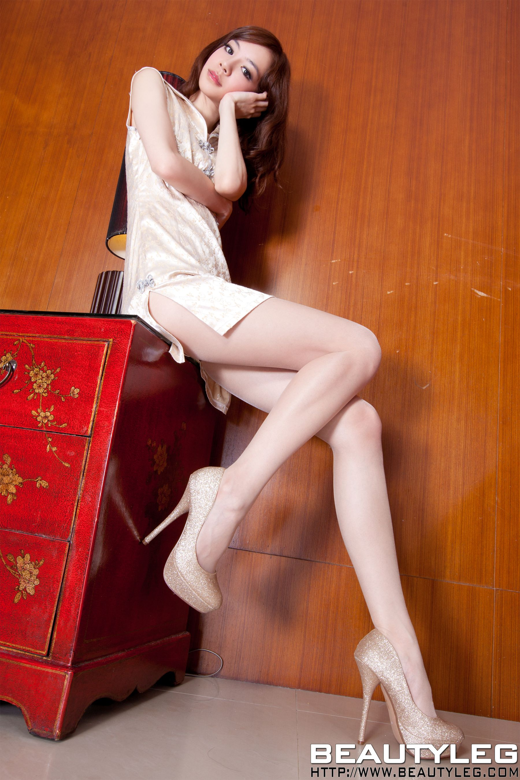 VOL.152 [Beautyleg]美腿旗袍肉丝袜:腿模Tina Yu高品质写真套图(53P)