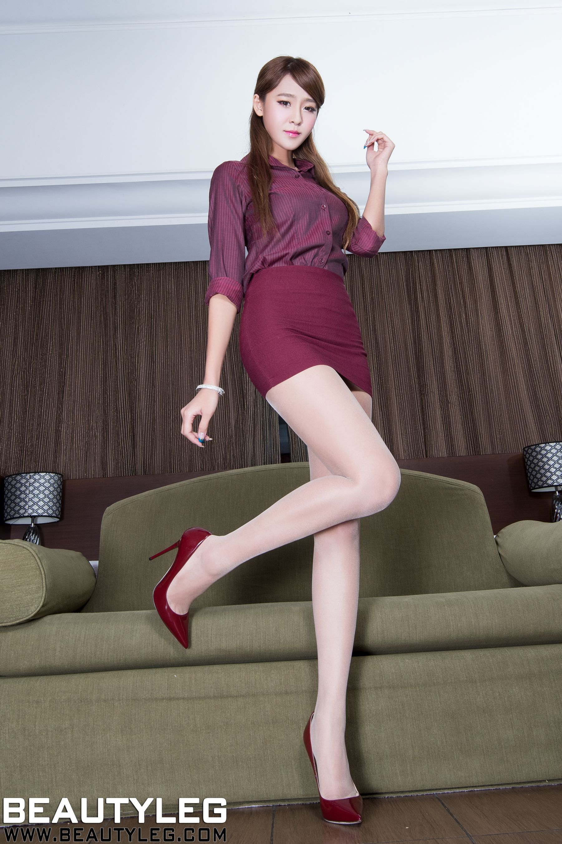 VOL.1792 [Beautyleg]制服美腿:Winnie小雪(庄咏惠,庄温妮,腿模Winnie)高品质写真套图(47P)