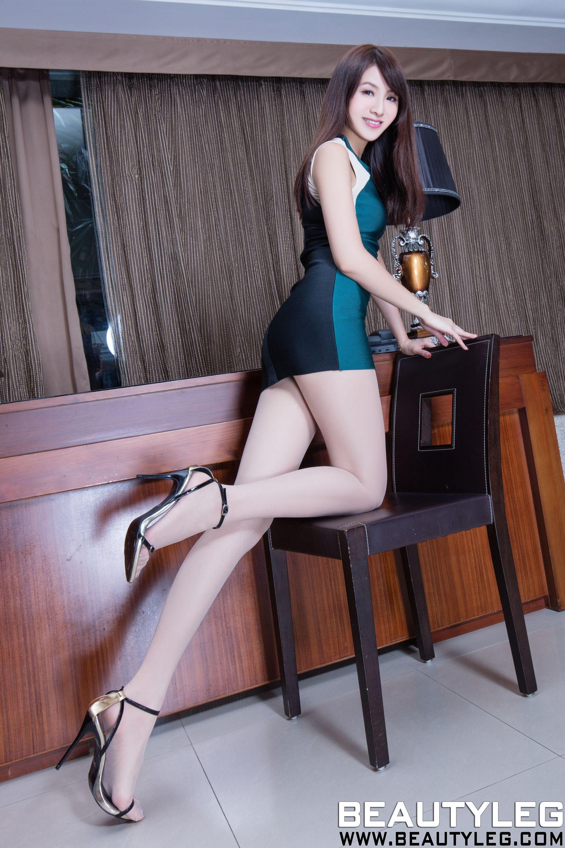 VOL.1741 [Beautyleg]美腿肉丝袜B罩杯美女:简晓育(腿模Vicni,晓育儿)高品质写真套图(38P)