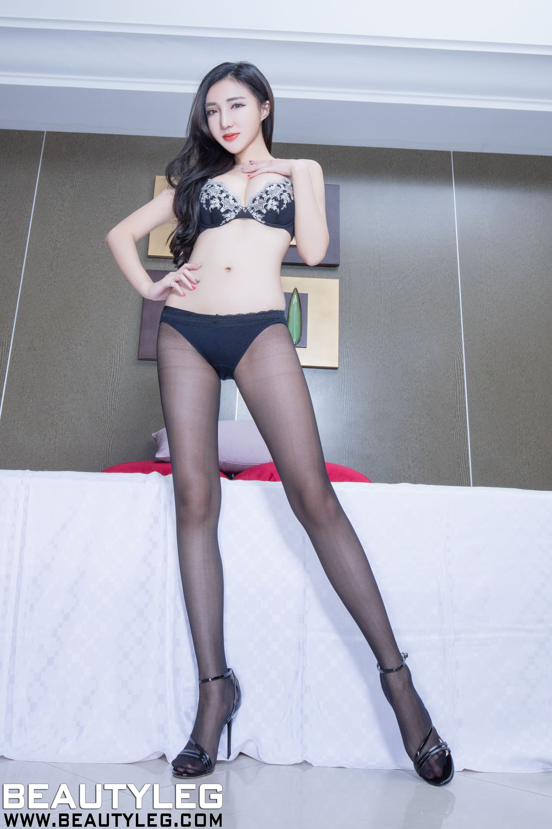 VOL.300 [Beautyleg]高跟腿模长腿美女:赵芸(腿模Syuan,Syuan赵芸)高品质写真套图(38P)